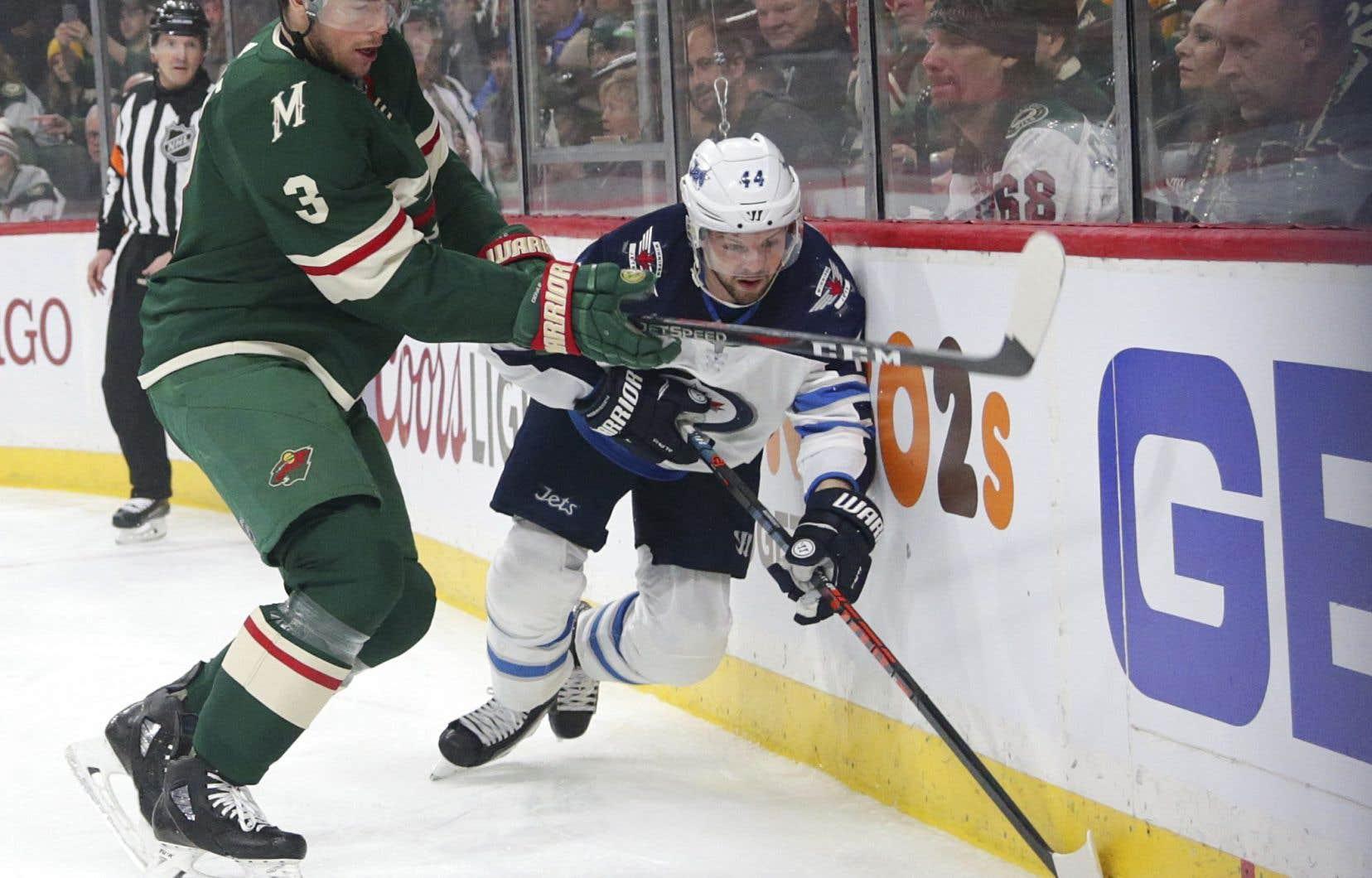 Le Wild du Minnesota s'est servi d'une poussée de quatre buts en deuxième période pour triompher 6-2 contre les Jets de Winnipeg.