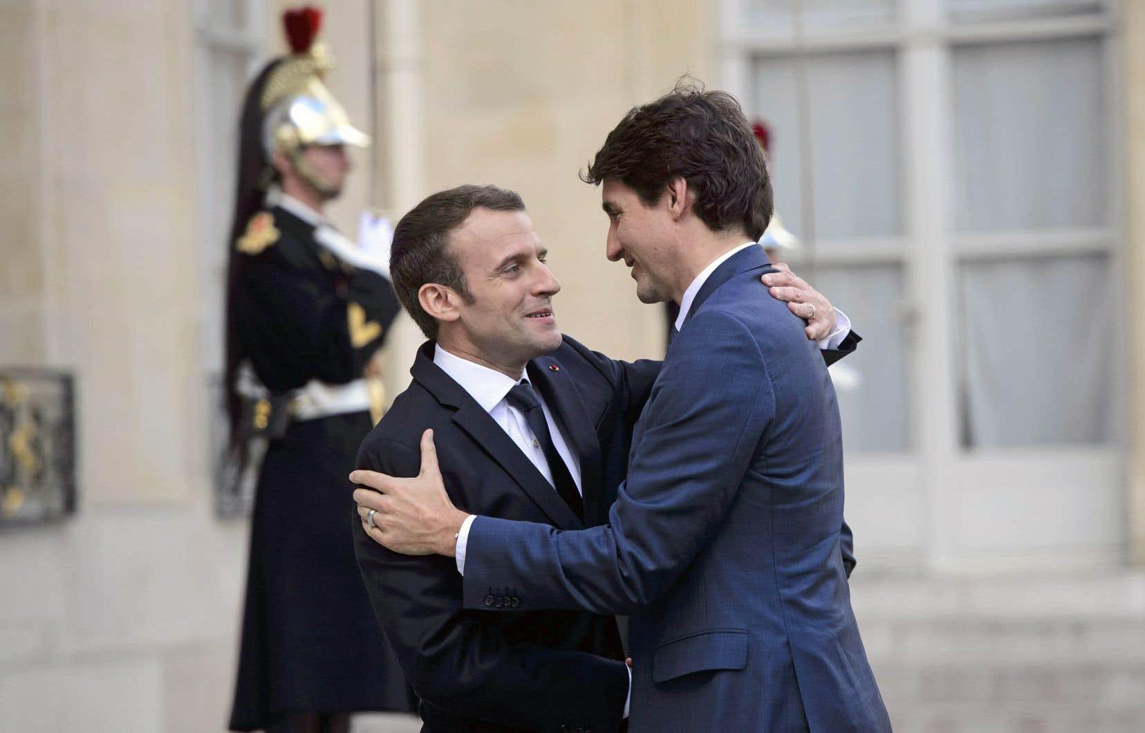 Le président français, Emmanuel Macron, a reçu le premier ministre canadien, Justin Trudeau, avec tous les égards possibles lundi, au palais de l'Élysée.