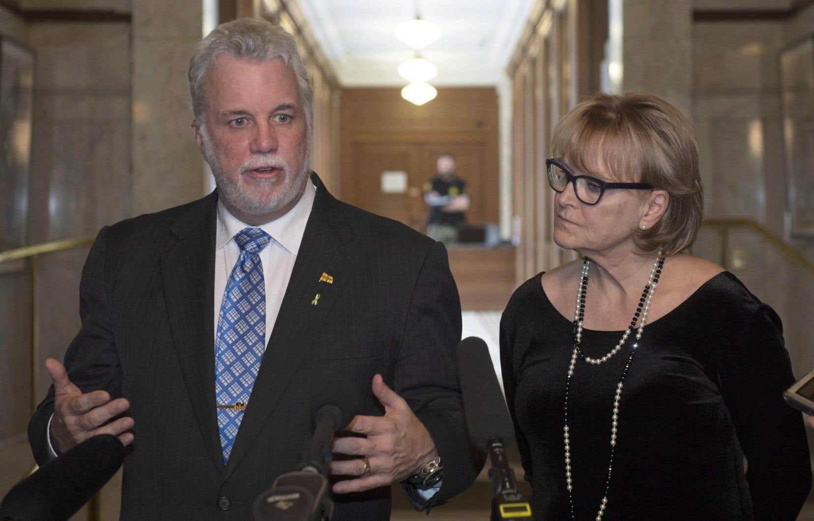 Le premier ministre Philippe Couillard et lawhip libérale Nicole Ménard