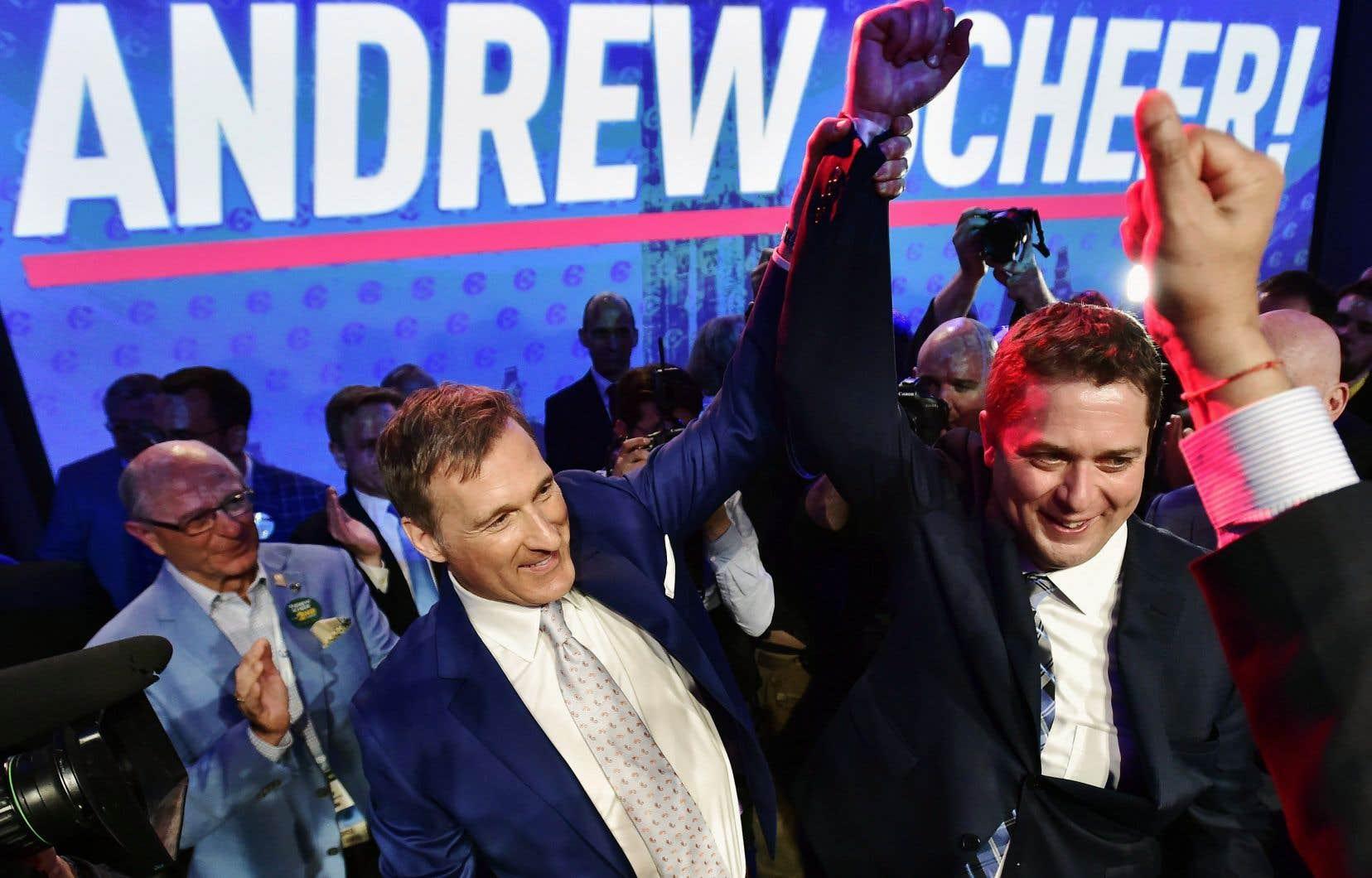 Deuxième l'an dernier dans la course à la chefferie du Parti conservateur, Maxime Bernier avait célébré la victoire de son adversaire Andrew Scheer devant les partisans.