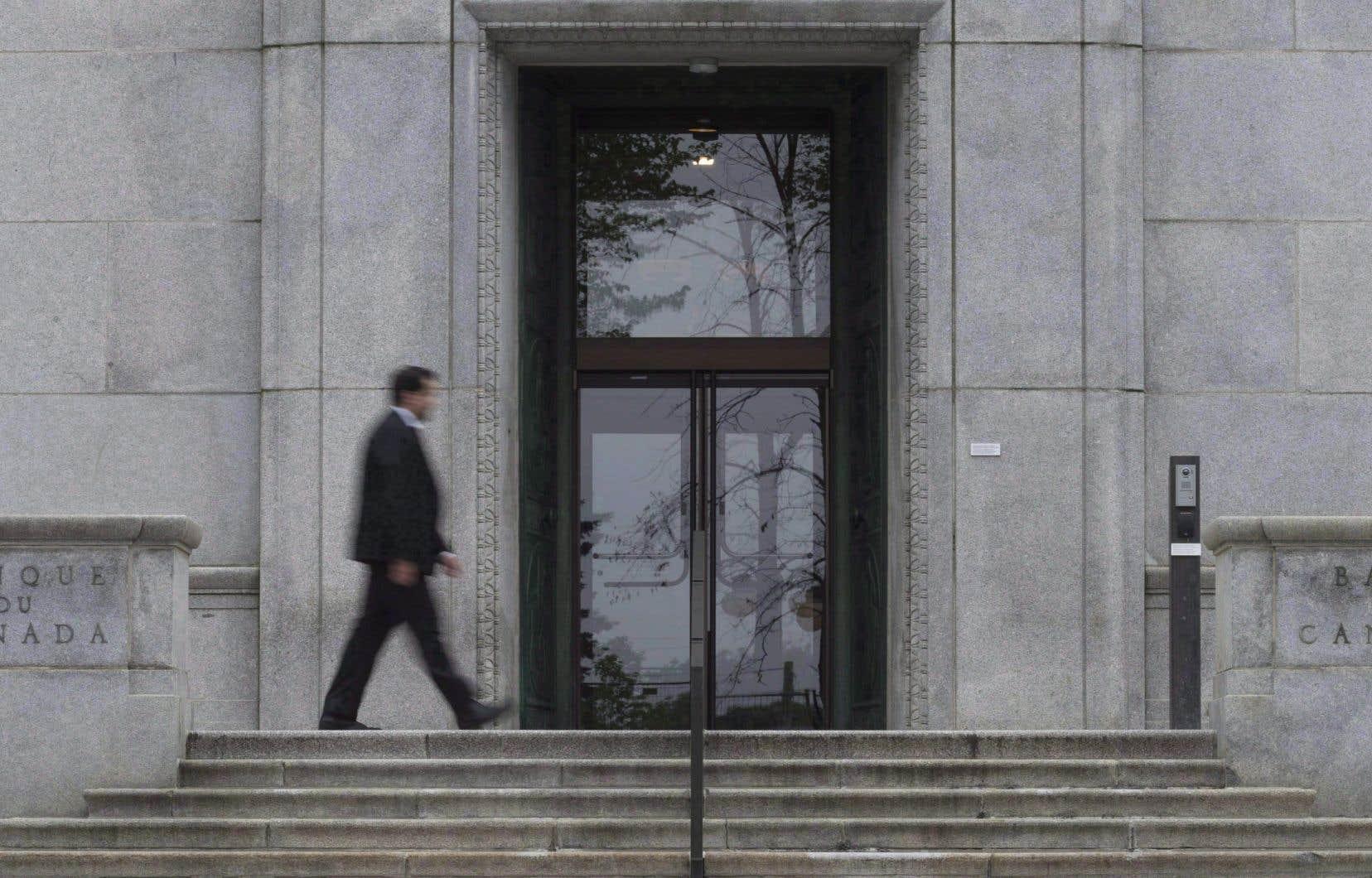 La Banque du Canada évoque le risque que les entreprises réagissent «à l'accroissement de la demande extérieure en investissant à l'étranger au lieu d'investir au Canada et d'exporter leur production».