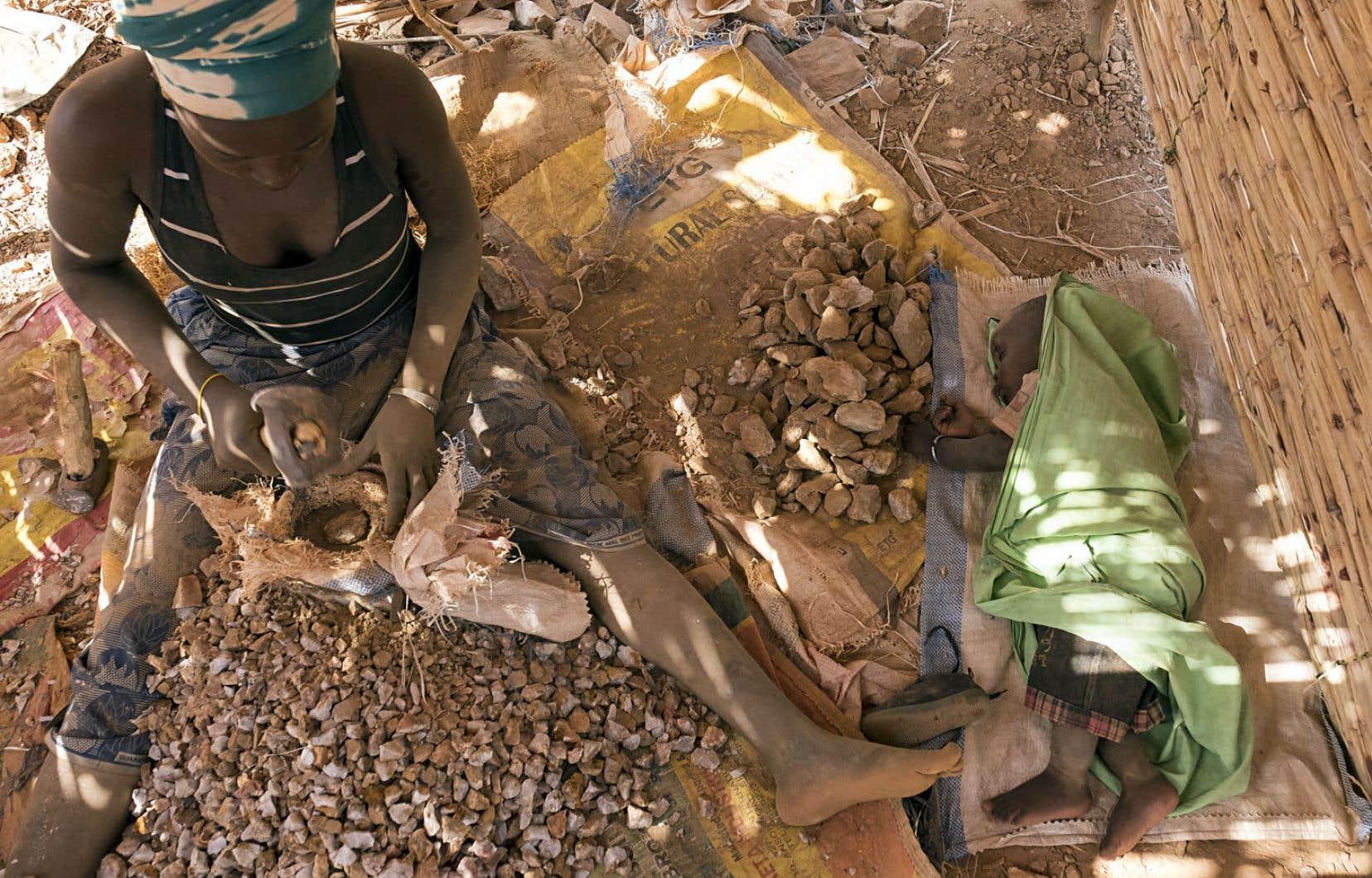 Il faut compter deux ou trois jours de travail à raison de douze heures par jour pour amasser un gramme d'or.