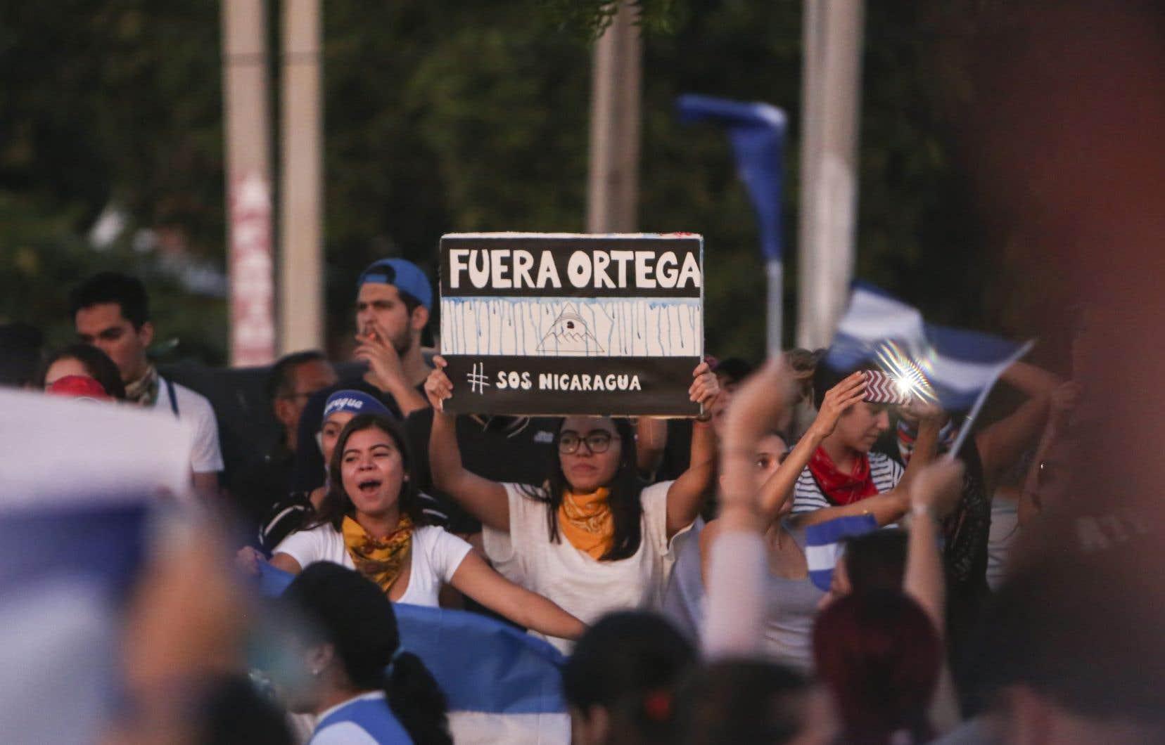 Les étudiants qui manifestaient ont été rejoints dans la rue par des habitants de la capitale.