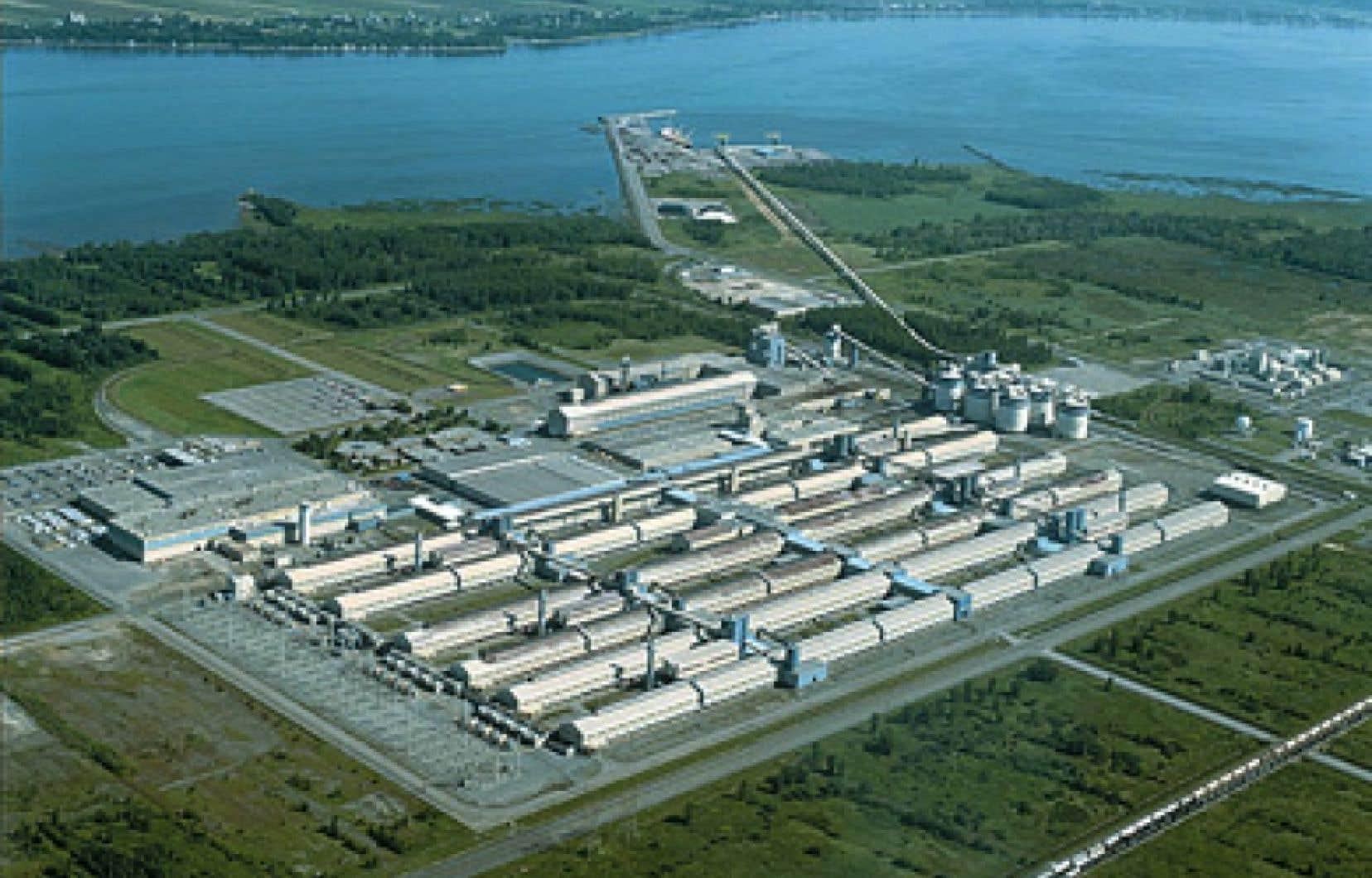 La direction de l'Aluminerie de Bécancour s'est dite prête à travailler avec l'ancien premier ministre du Québec,MeLucien Bouchard.