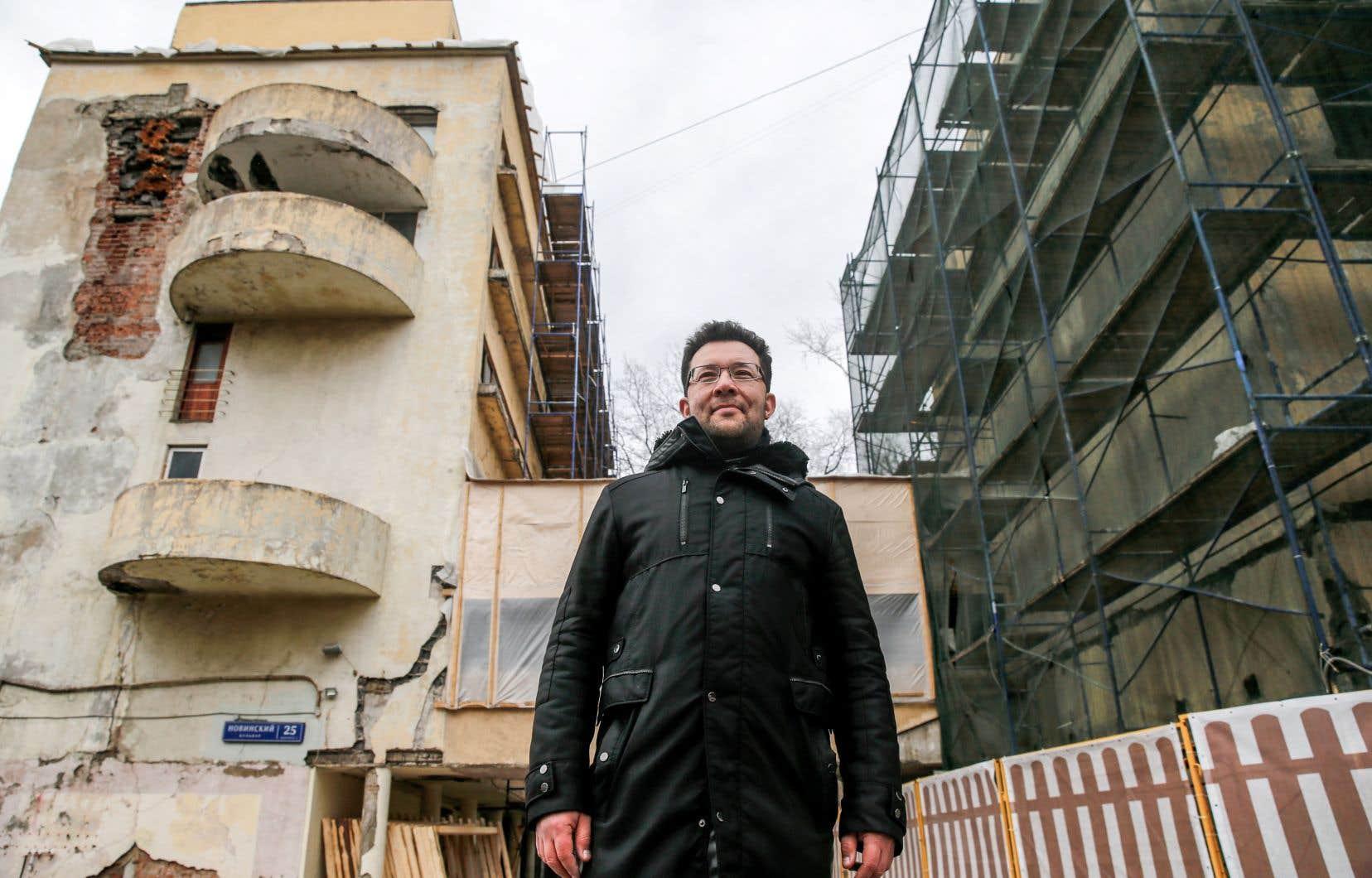 L'architecte Alexeï Ginzbourg supervise les travaux de restauration du Narkomfin, un chef-d'oeuvre de l'architecture moderne des premières années de l'URSS.