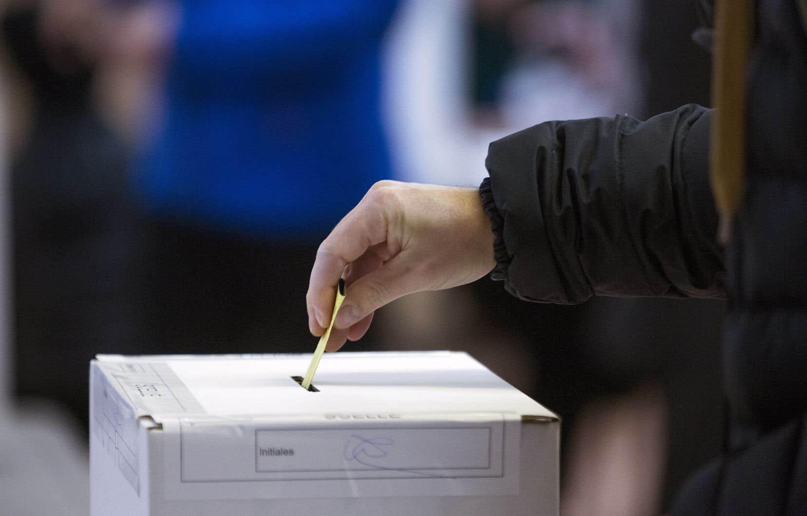 La FTQ demande par exemple l'adoption d'un nouveau mode de scrutin mixte proportionnel — qui représenterait mieux les différentes tendances et les différents groupes qui composent le Québec d'aujourd'hui.
