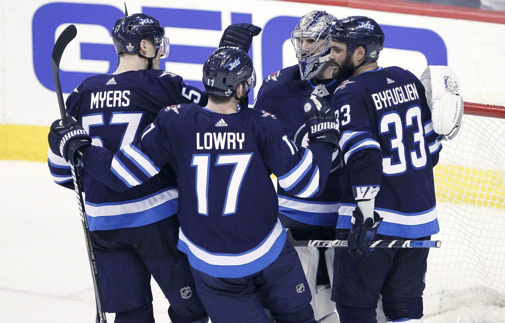Les Jets ont remporté une première série depuis leur retour à Winnipeg, à compter de la saison 2011-2012.