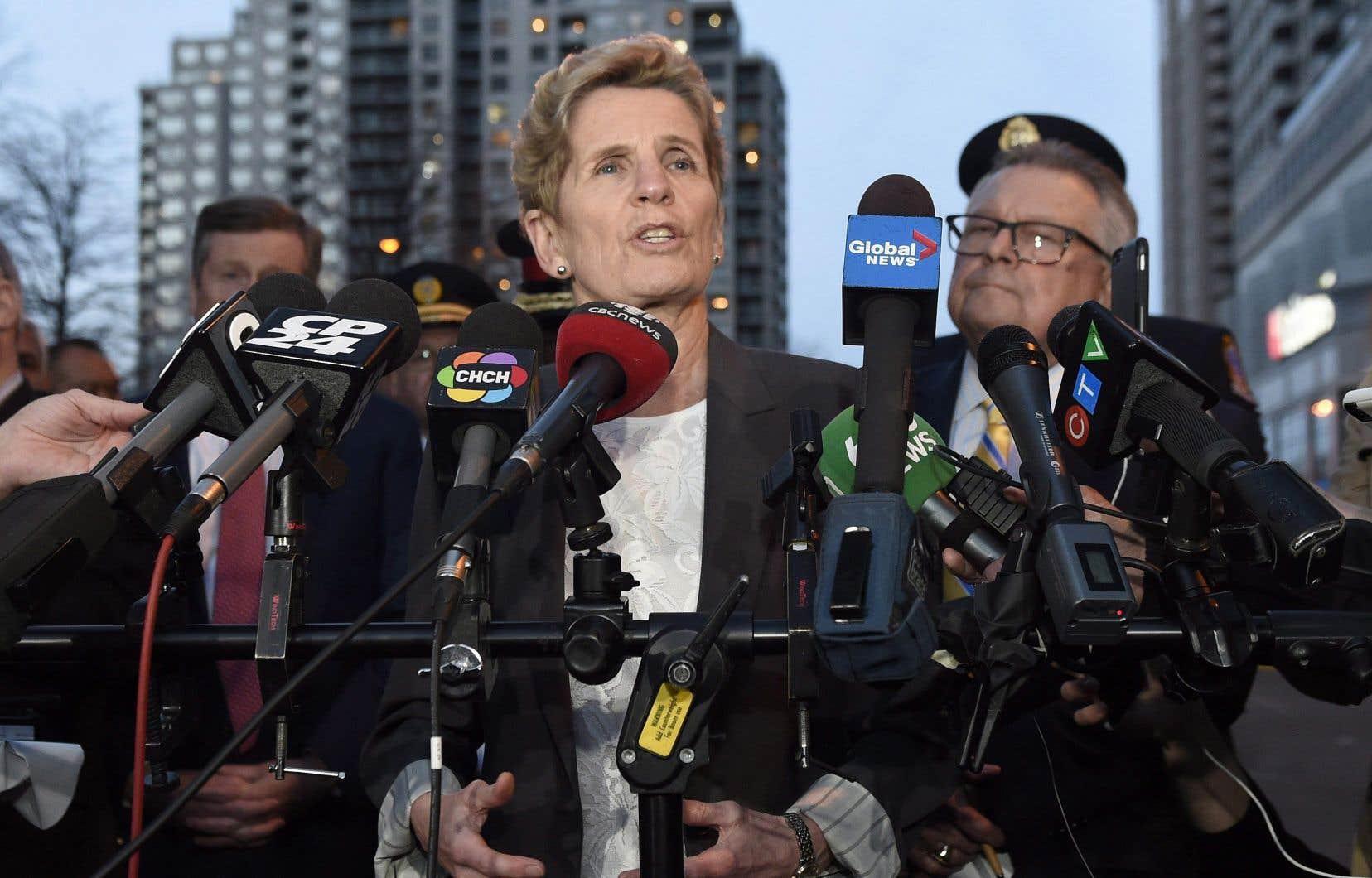 La première ministre Kathleen Wynne et le ministre fédéral de la Sécurité publique, Ralph Goodale, ont tenu un point de presse.