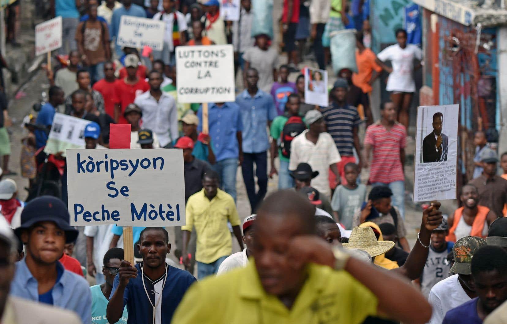 Des Haïtiens protestent contre la corruption qui gangrène leur pays, dans les rues de Port-au-Prince en novembre 2017.