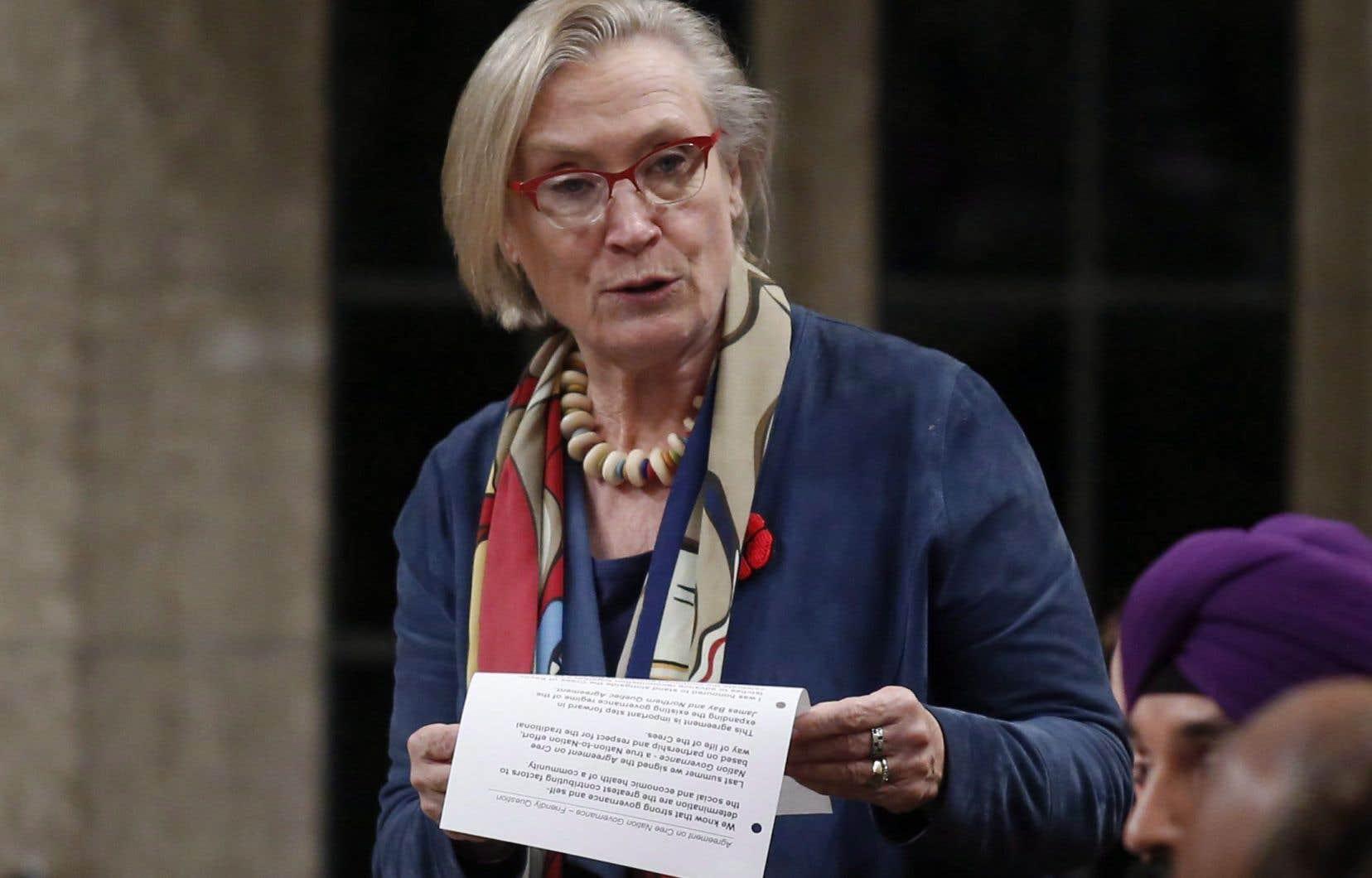«Notre gouvernement souhaite prendre cette occasion pour démontrer que la réconciliation n'est pas une question partisane», a déclaré la ministre Carolyn Bennett, lorsqu'elle a pris la parole aux Communes.