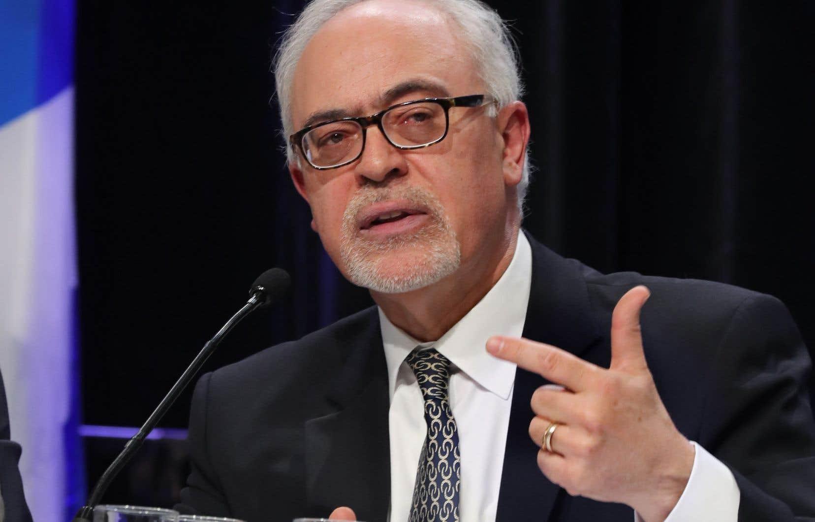 Le projet-pilote qui vise à resserrer la perception des taxes sur les biens physiques achetés en ligne auprès de fournisseurs étrangers a été dévoilé dans le dernier budget du ministre des Finances, Carlos Leitão.