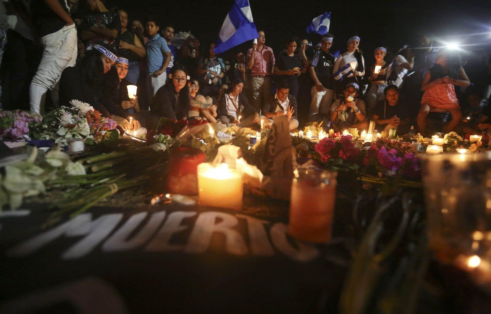 Une veillée aux chandelles, mercredi soir. Le dernier bilan fait état de 34 morts, en majorité des étudiants, en une semaine de manifestations violentes.