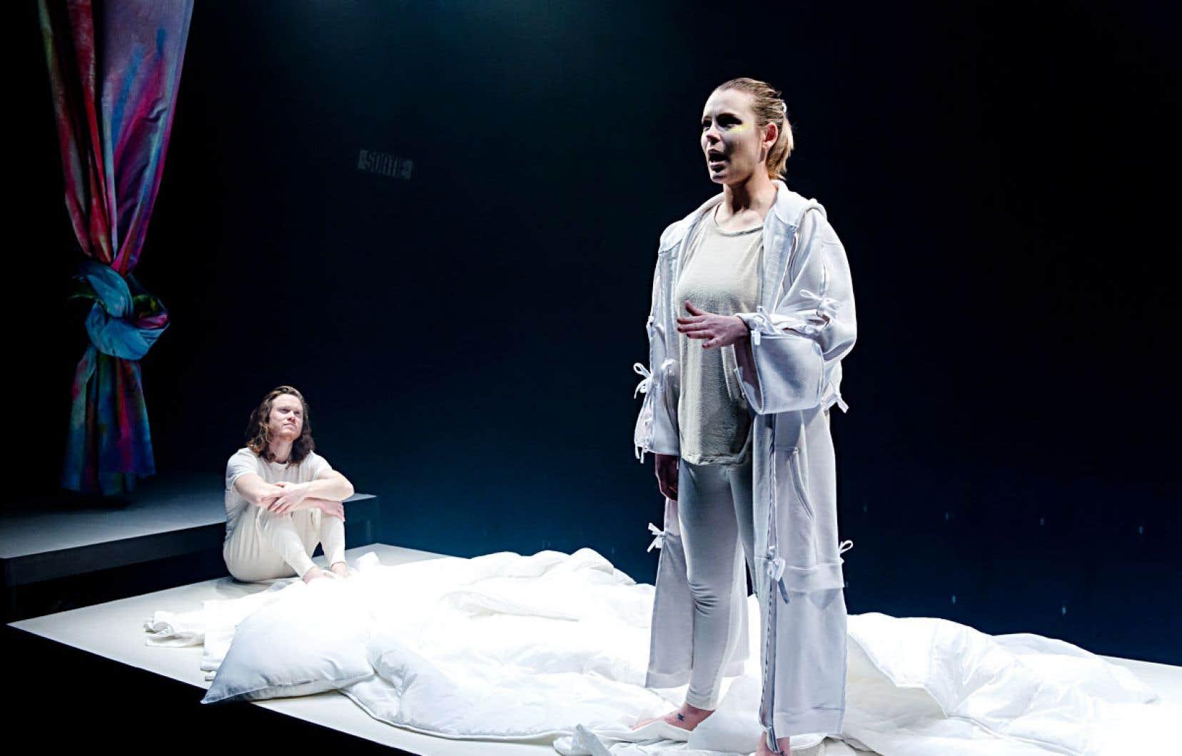 Dans le rôle principal, Charlotte Aubin se révèle une interprète lumineuse, imposant une conviction et une sincérité à fleur de peau.