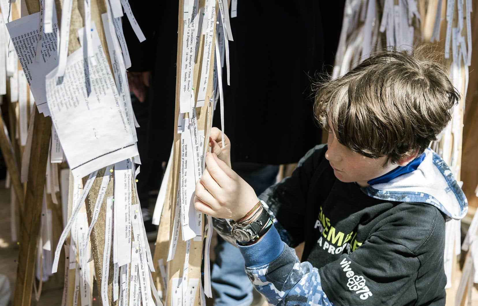 L'installation «Percée de lumières» invite les gens à «rallumer» ce savoir perdu.
