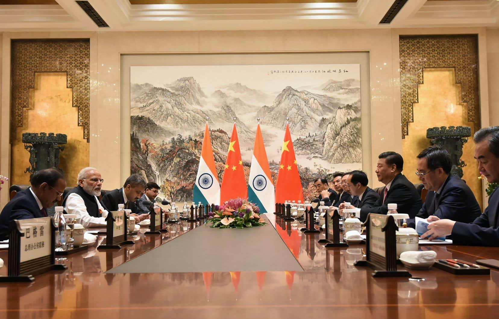 Le président indien, Narendra Modi, et son homologe chinois, Xi Jinping, cherchent à surmonter les vives tensions nées de leurs différends frontaliers.