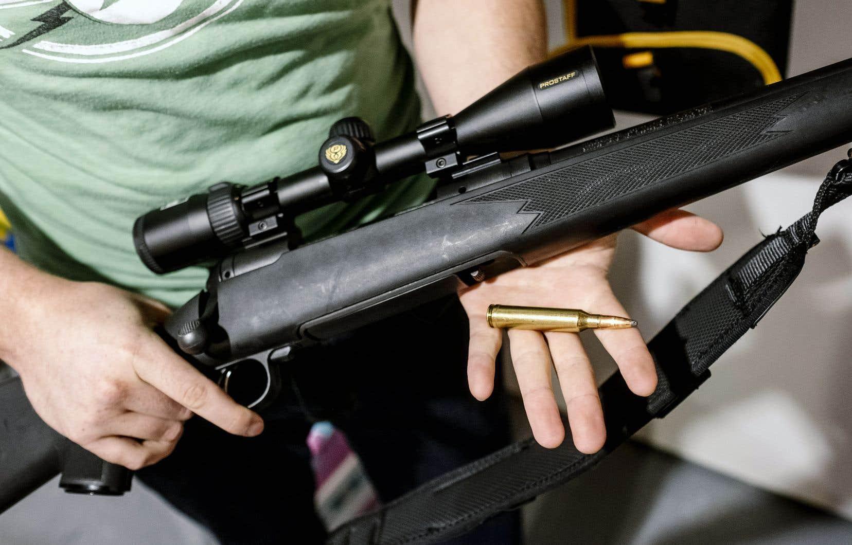 En 2016, 2,08millions de personnes possédaient un permis de possession et d'acquisition d'armes à feu, dont 493230 au Québec.