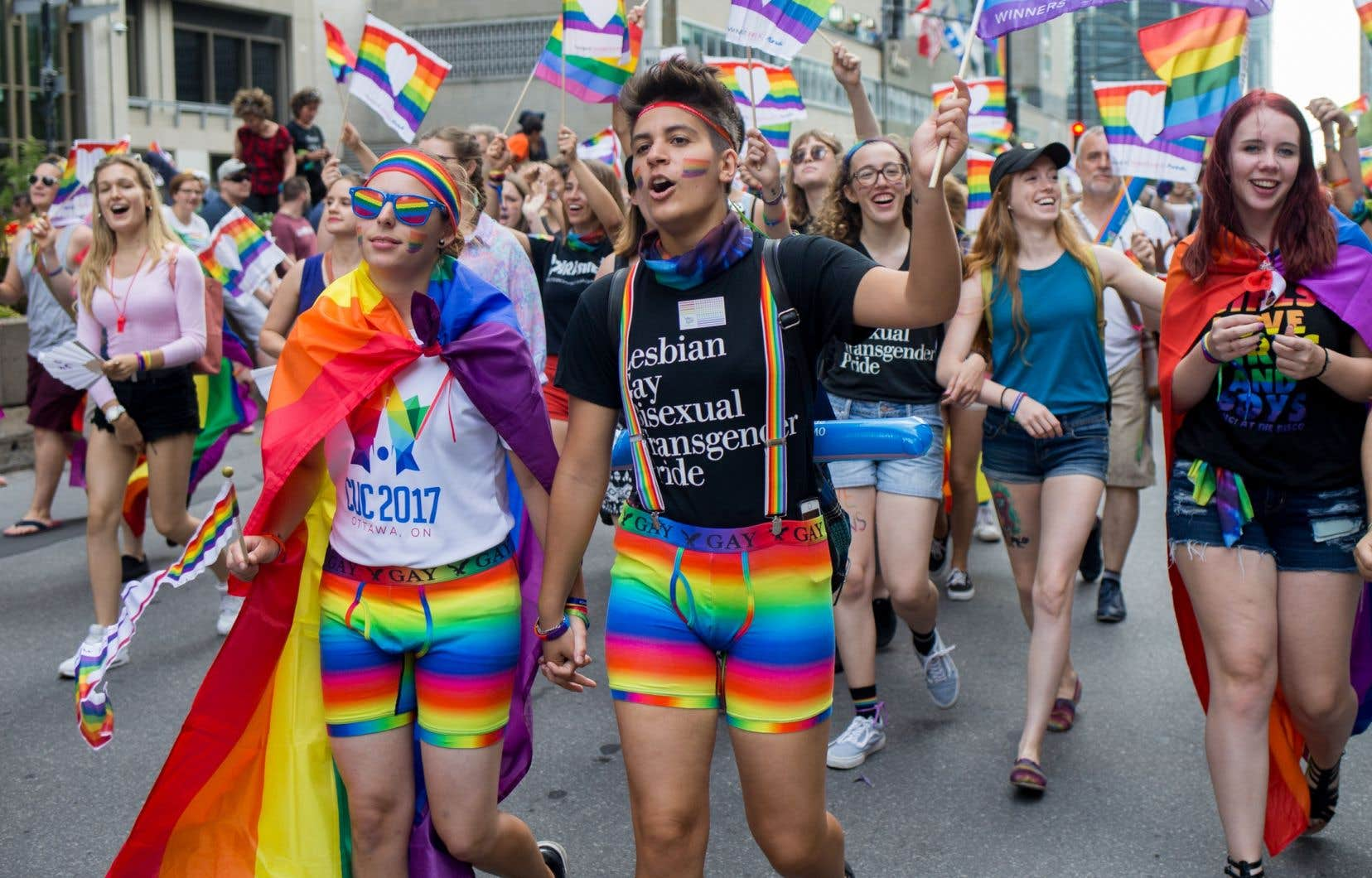 Plus de la moitié des Canadiens interrogés pensent que leurs gouvernements devraient lutter de façon plus proactive contre l'homophobie et la transphobie dans le monde.