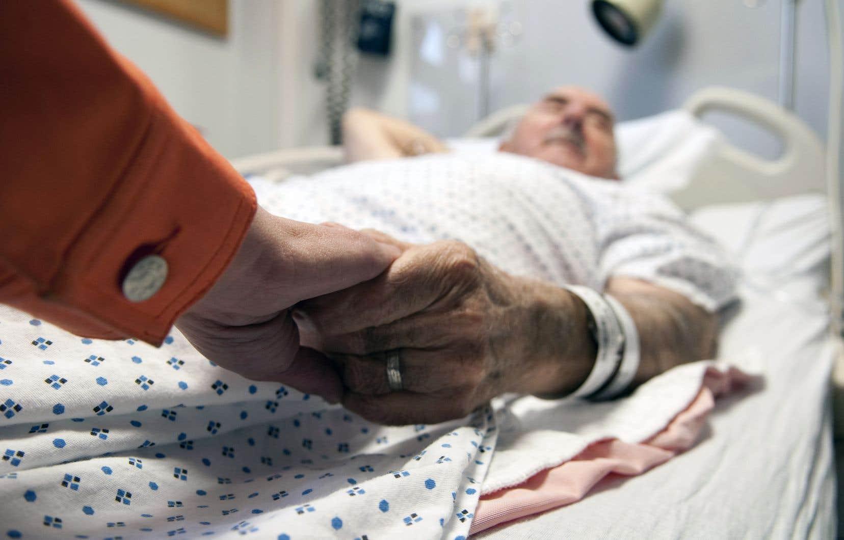 L'aide médicale à mourir représente environ 1% des morts. C'est à peu près la même chose que dans les autres pays ayant légalisé l'euthanasie ou le suicide assisté.