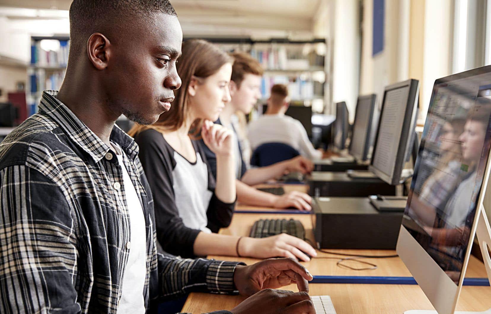 Selon Chedly Belkhodja, professeur et directeur de l'École des affaires publiques et communautaires de l'Université Concordia, il n'est pas rare maintenant de voir certaines petites universités dans lesquelles les étudiants étrangers représentent 15 ou 20% de l'effectif.
