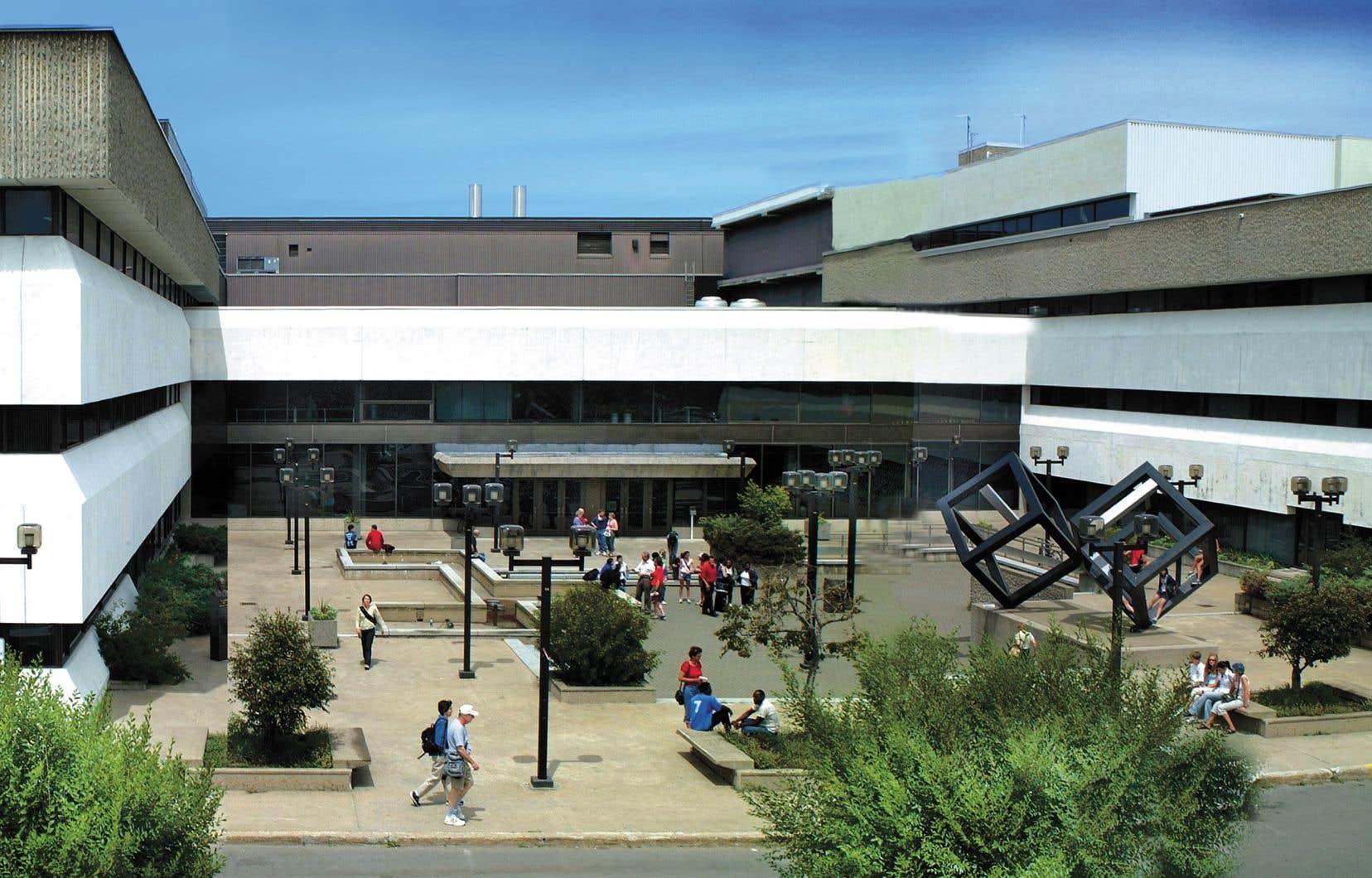 L'Université du Québec à Trois-Rivières compte plus de 14330 étudiants.