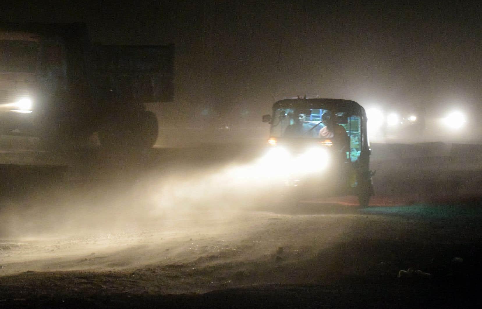 Au moins 111 personnes ont péri en raison de vents soufflant jusqu'à 130 km/h dans le nord au cours de la nuit de mercredi à jeudi.