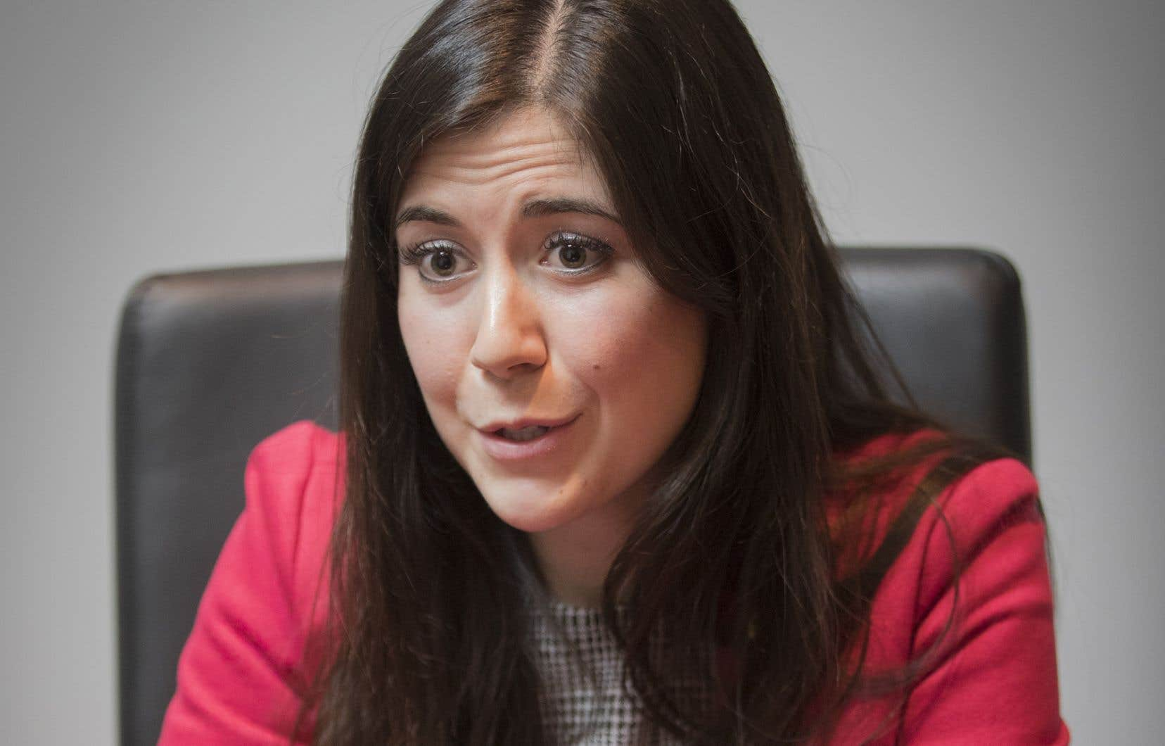 La couleur politique ne devrait pas être un facteur de sélection des jeunes pour les postes qui leur sont réservés par la loi, soulignela porte-parole du Parti québécois pour la jeunesse, Catherine Fournier.