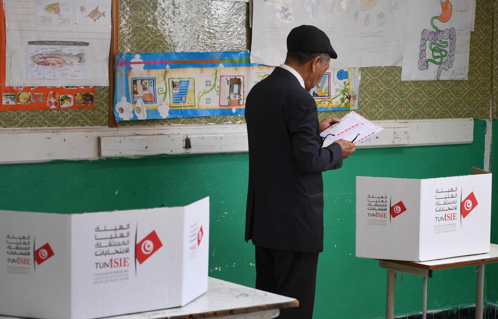Le taux de participation à ce scrutin proportionnel à un tour, qui s'est déroulé sans incident majeur, n'a atteint que 33,7% sur le plan national, et seulement 26% à Tunis.