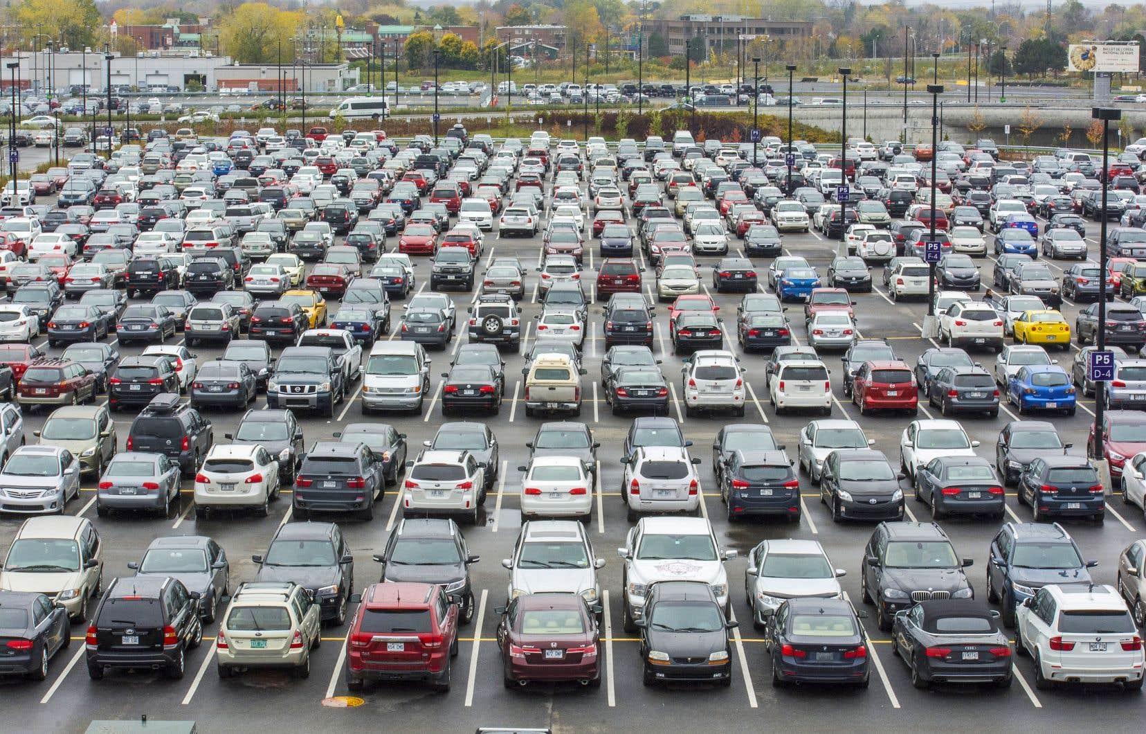 Selon la firme spécialisée DesRosiers Automotive Consultants, les ventes de véhicules neufs au Canada ont atteint un niveau record l'an dernier, pour la cinquième année de suite.