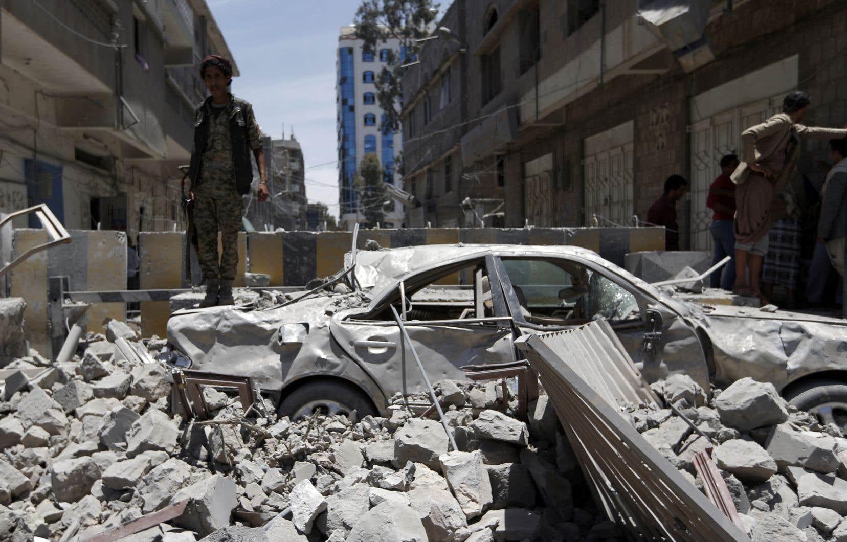 Les bureaux de la présidence yéménite, utilisés par les rebelles Houthis dans le centre de la capitale Sanaa, ont été ciblés par les frappes.