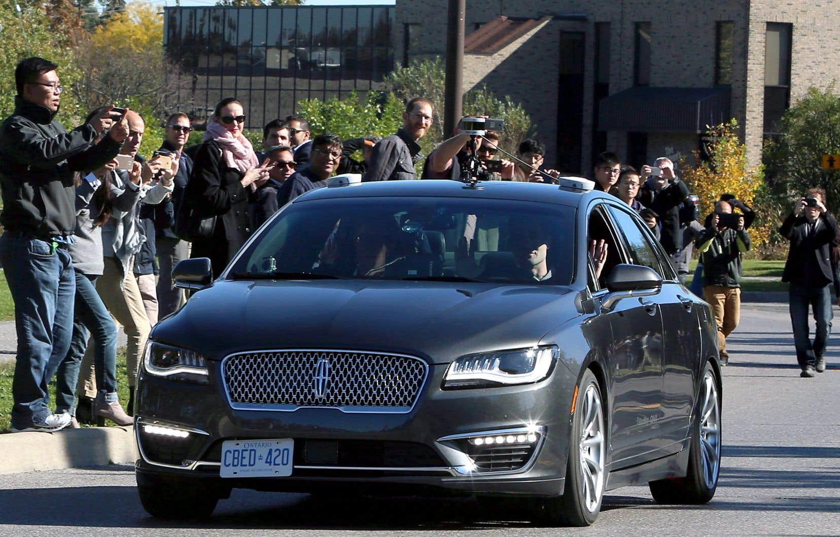 Une démonstration de la voiture autonome Blackberry QNX, à Ottawa. L'Ontario a lancé en janvier 2016 un projet-pilote de dix ans permettant de tester des véhicules autonomes sur les routes de la province à certaines conditions.