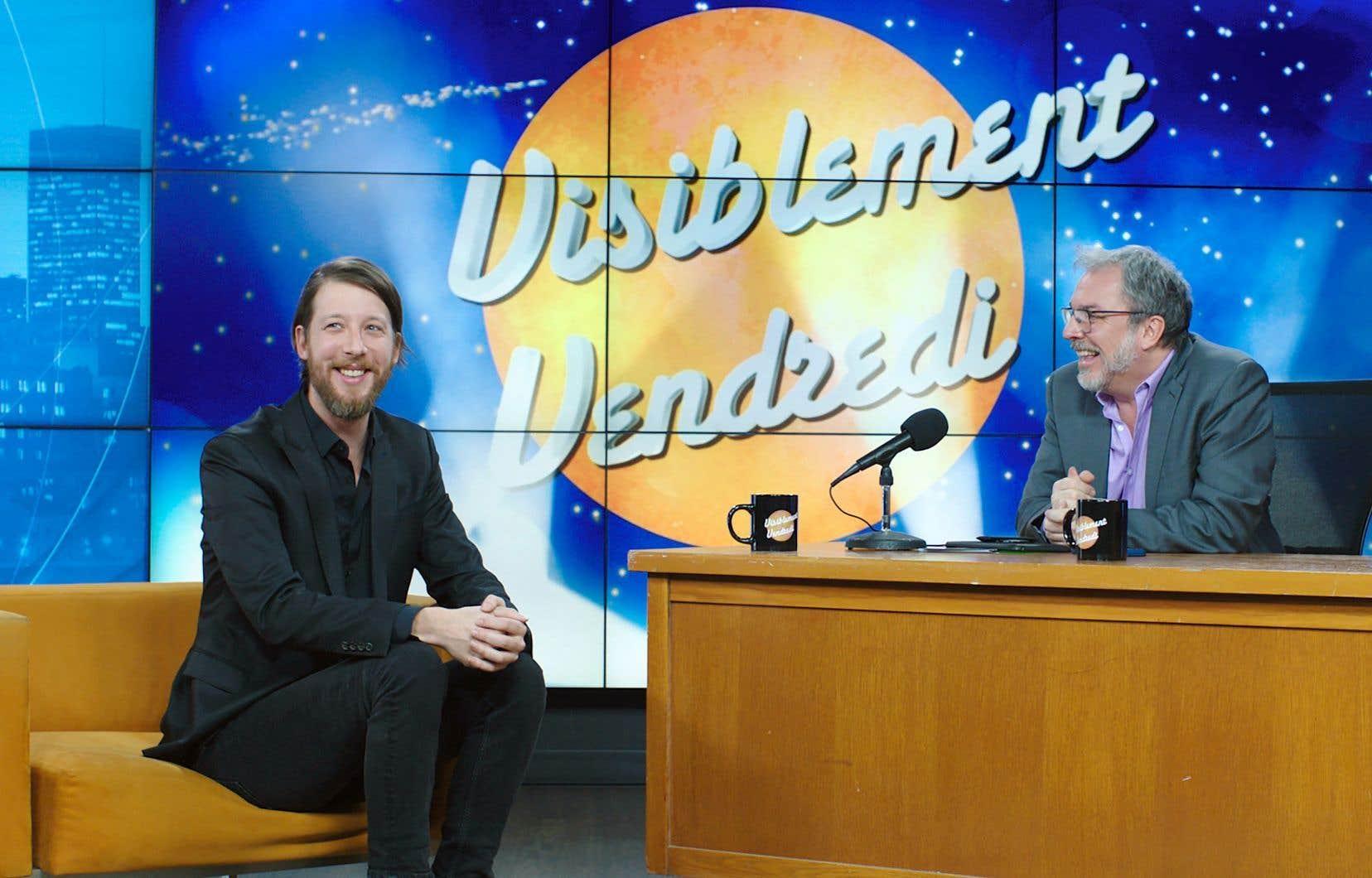 Emmanuel Schwartz incarne le magicien que les animateurs de talk-show, dont Patrick Mathieu (Christian Bégin), s'arrachent.