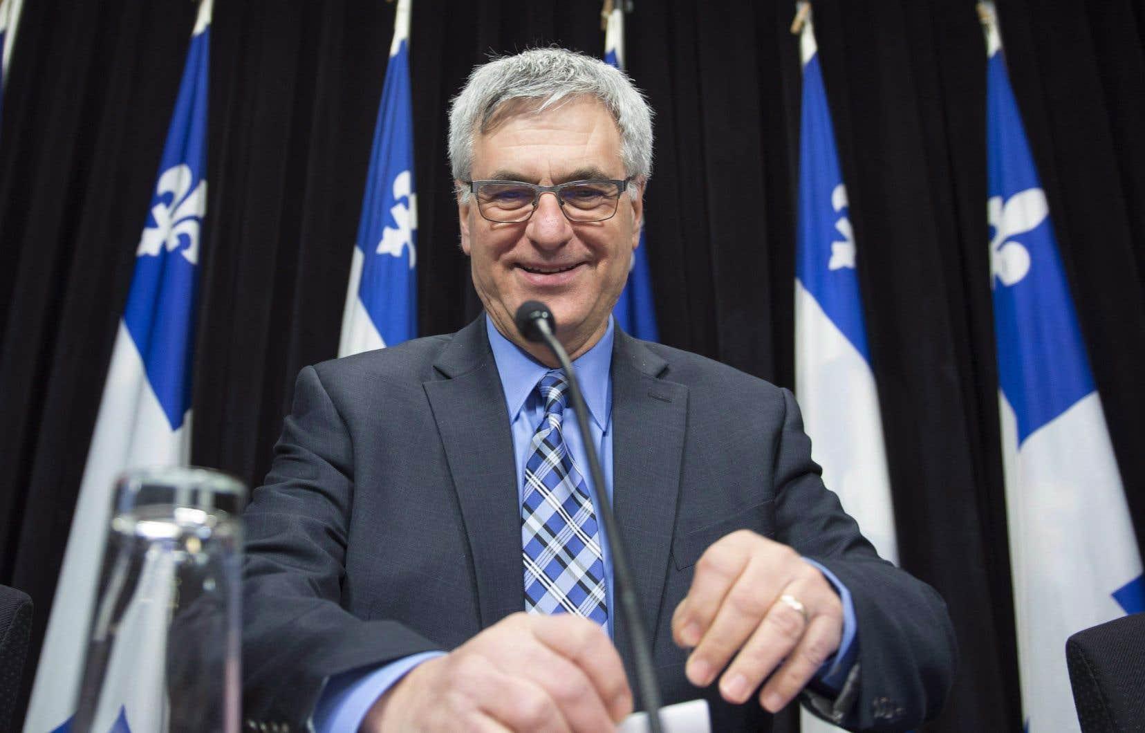 Le leader parlementaire du gouvernement, Jean-Marc Fournier,a écrit aux partis d'opposition pour leur proposer l'adoption d'une loi publique, plutôt que privée.