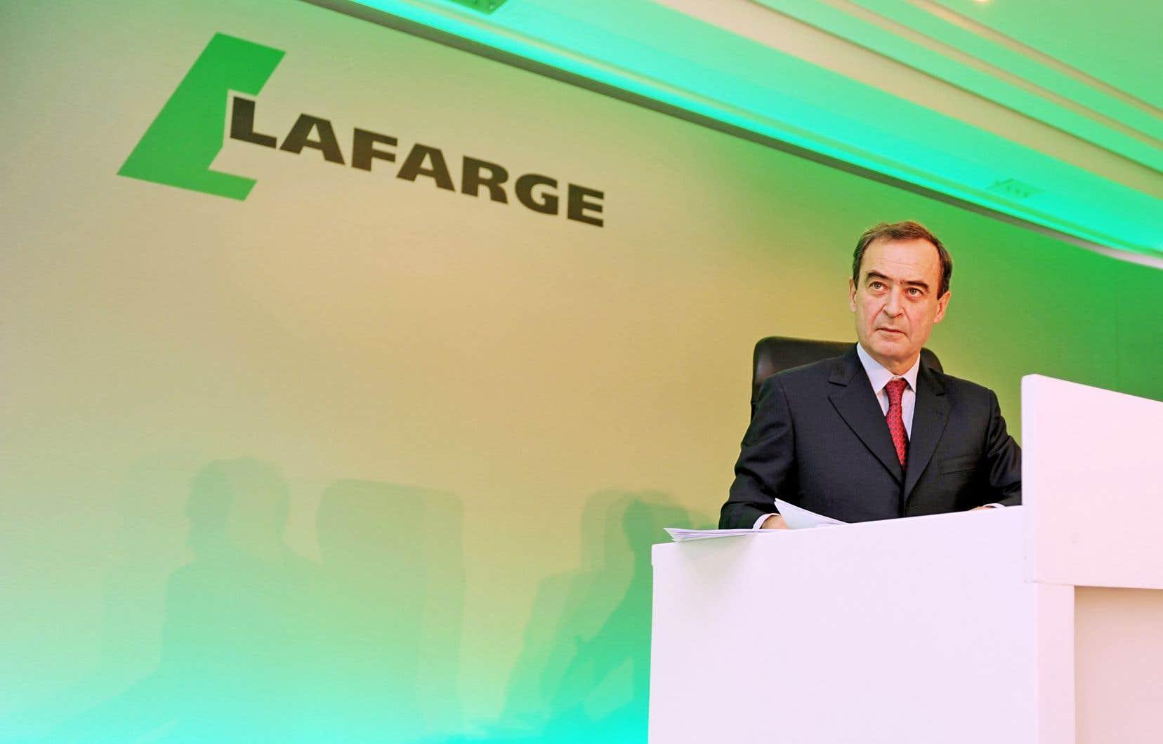 Sept cadres et dirigeants du cimentier français et de sa division syrienne ont déjà été mis en examen, incluant l'ancien patron de Lafarge, Bruno Lafont, photographié ici en 2015.
