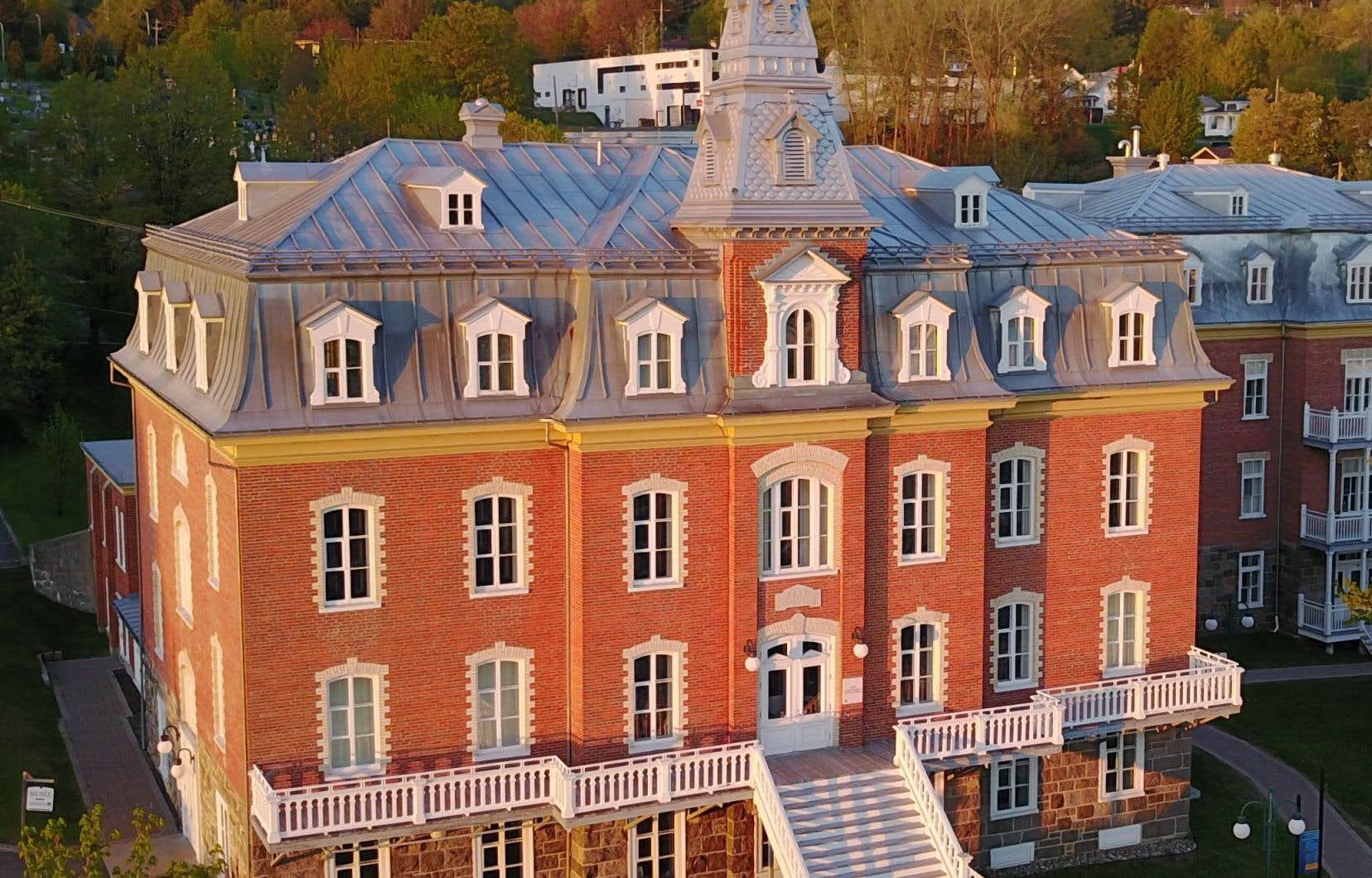 Avec plus de 800000 photographies et négatifs, la SPB est responsable de la préservation d'une des plus grandes collections de photographies au Québec.