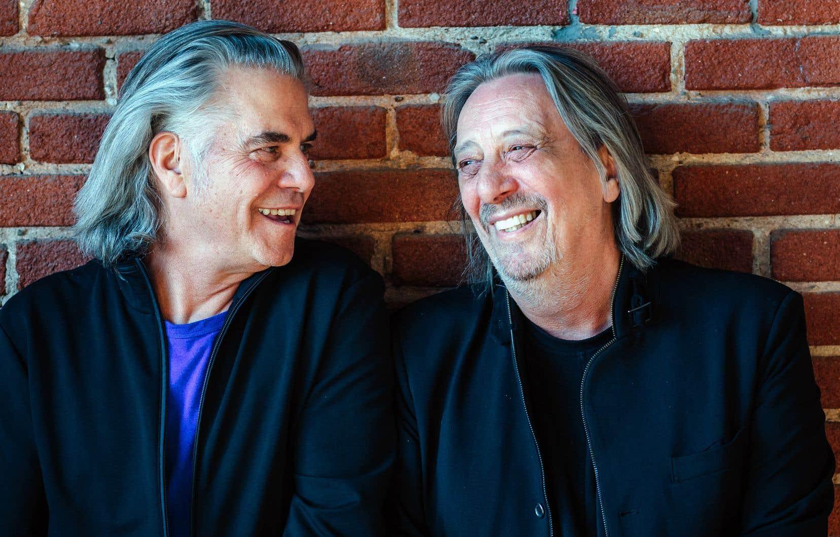 «Deux cents nuits à l'heure», pour l'essentiel, c'est l'album de survie d'auteurs-compositeurs-interprètes — Richard Séguin et Serge Fiori — liés d'amitié, qui vivaient simultanément une transition assez douloureuse et qui avaient besoin d'un exutoire.