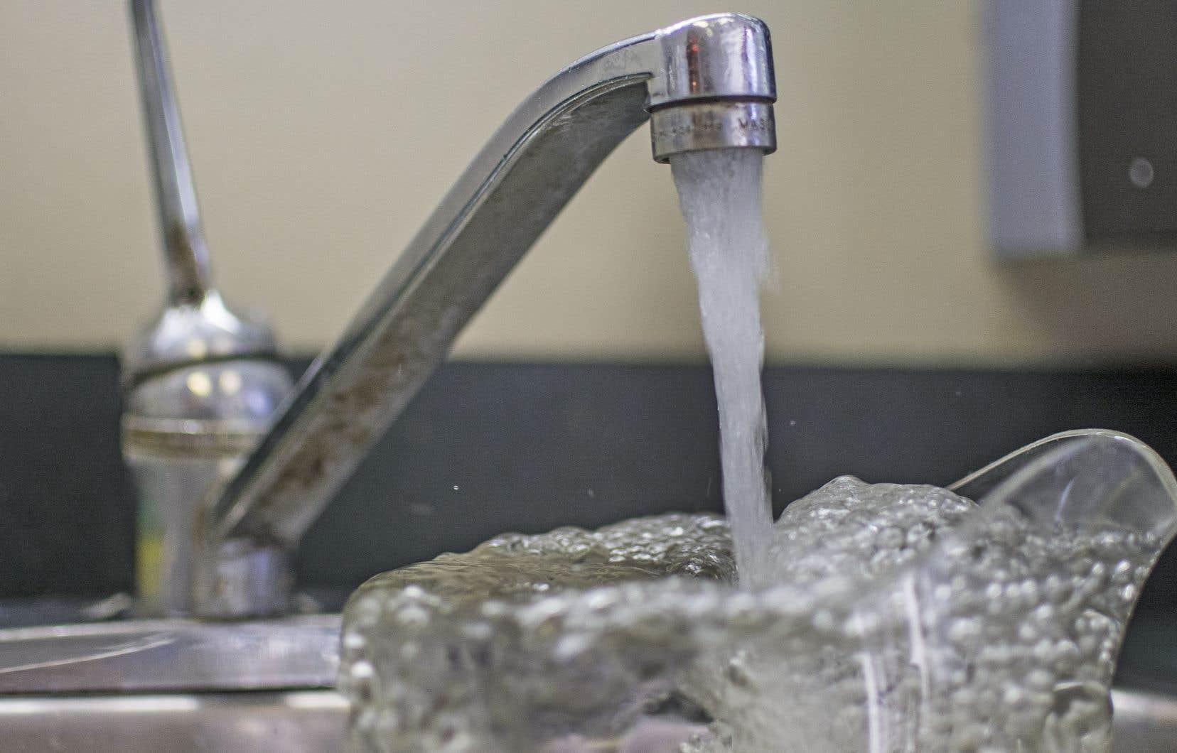 <p>Les citoyens dans l'arrondissement de Ville-Marie peuvent utiliser l'eau du robinet à nouveau, à l'exception de certaines adresses.</p>