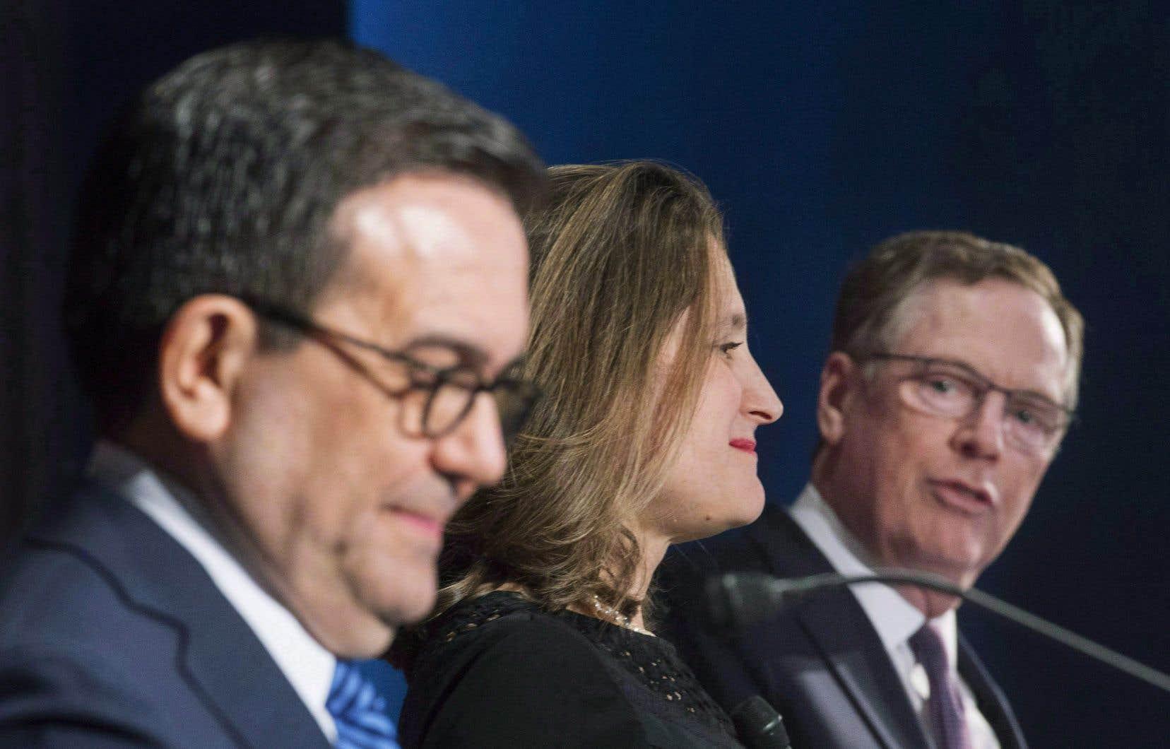 De gauche à droite, le ministre mexicain, Ildefonso Guajardo,la ministre canadienne des Affaires étrangères,Chrystia Freeland, et le représentant américain au Commerce,Robert Lighthizer