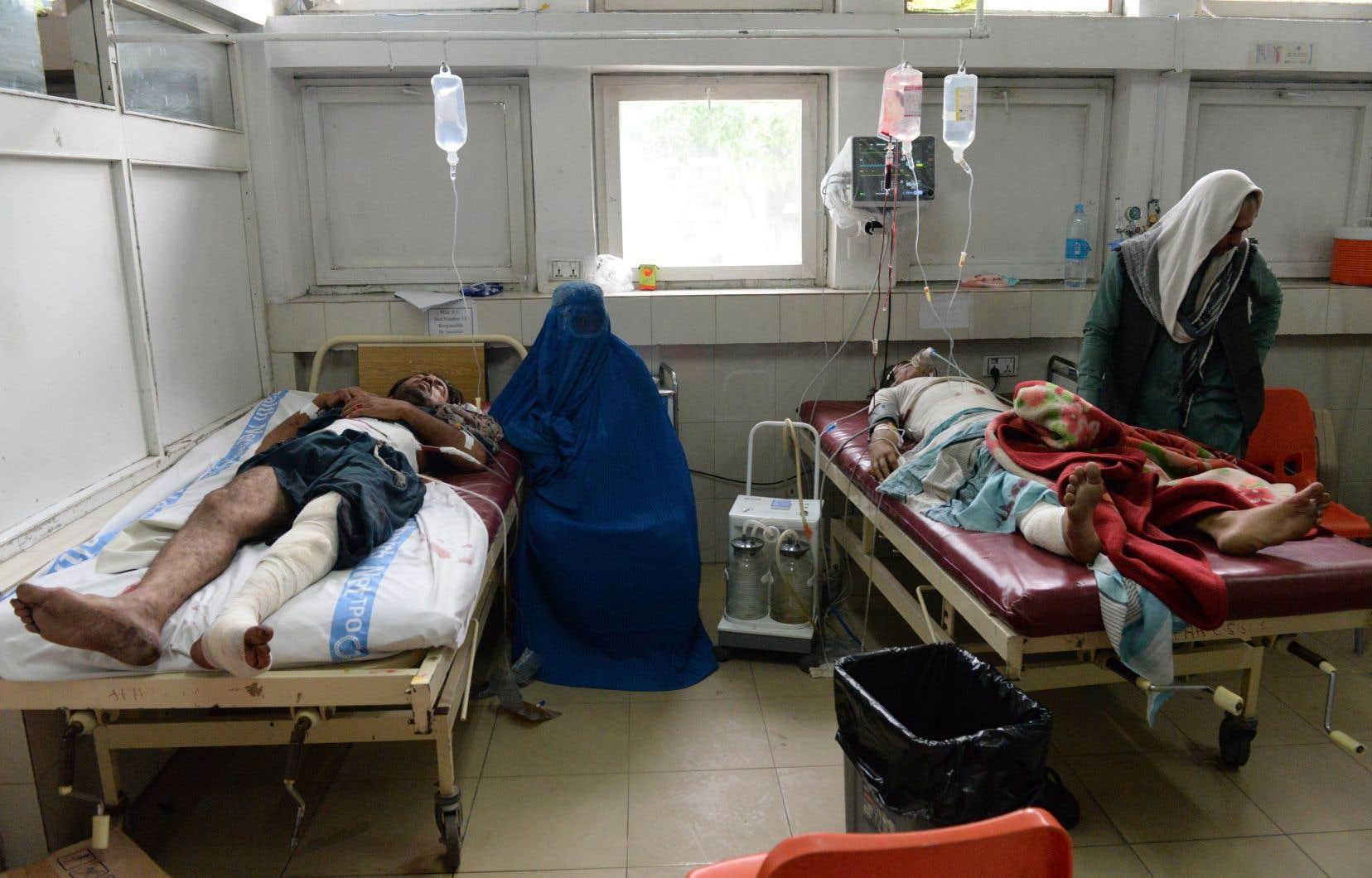 Une quarantaine de personnes ont aussi été blessées dimanche à Jalalabad, dans l'est de l'Afghanistan, au cours de l'attaque.