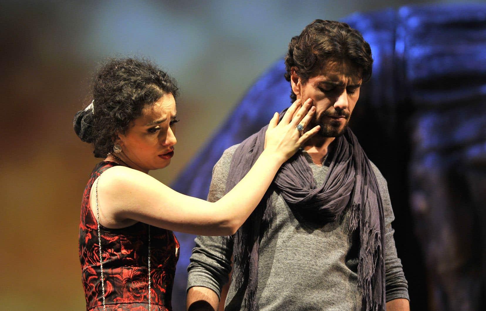 Scéniquement, entre Carmen (Ketevan Kemoklidze) et Don José (Thiago Arancam), il y a des moments forts.