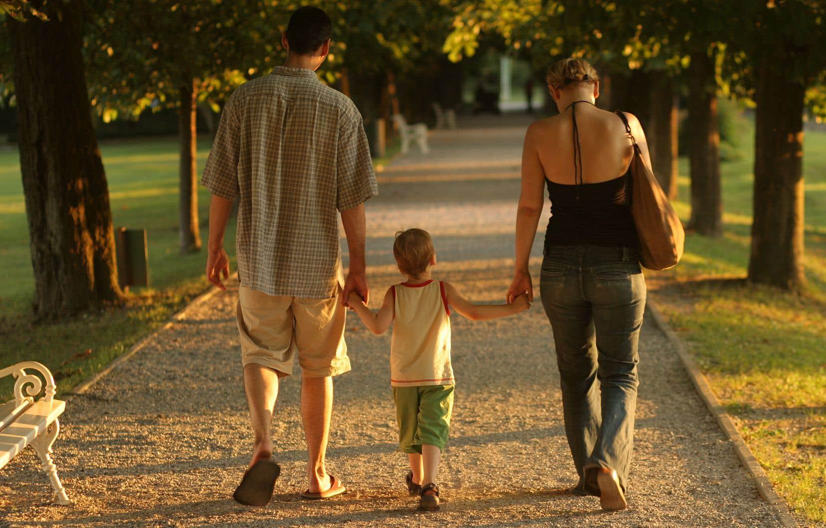 Une «Commission de consultation citoyenne sur le droit de la famille» va sonder citoyens et organismes au sujet d'une possible réforme du droit de la famille.
