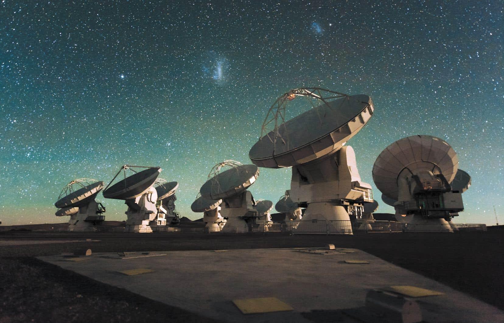 Les astronomes ont fait leur découverte grâce à l'Atacama Large Millimeter/submillimeter Array, un radiotélescope géant composé de 66 antennes installées à 5100 mètres d'altitude au sommet des Andes chiliennes.
