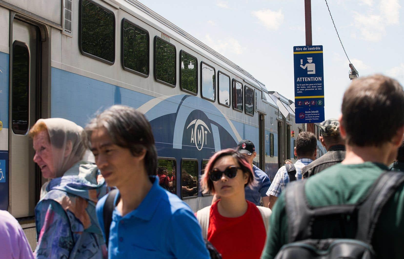 Des usagers du train de Deux-Montagnes ont fait savoir leur mécontentement aux représentants du bureau de projet du REM.