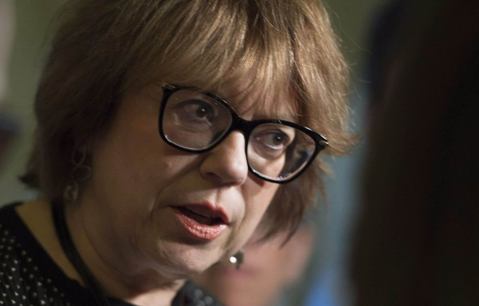 La ministre de l'Enseignement supérieur, Hélène David, a dévoilé jeudi des balises qui viennent encadrer les recteurs et les autres hauts dirigeants des universités.
