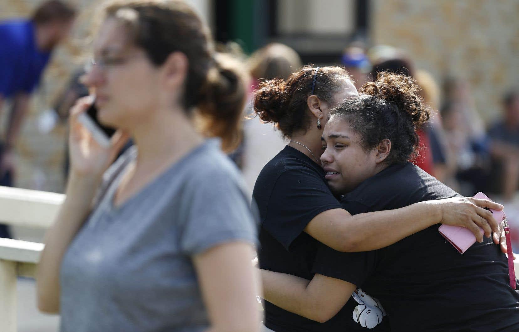 Une fusillade est survenue vendredi matin à l'école secondaire de Santa Fe, non loin de Houston, au Texas.