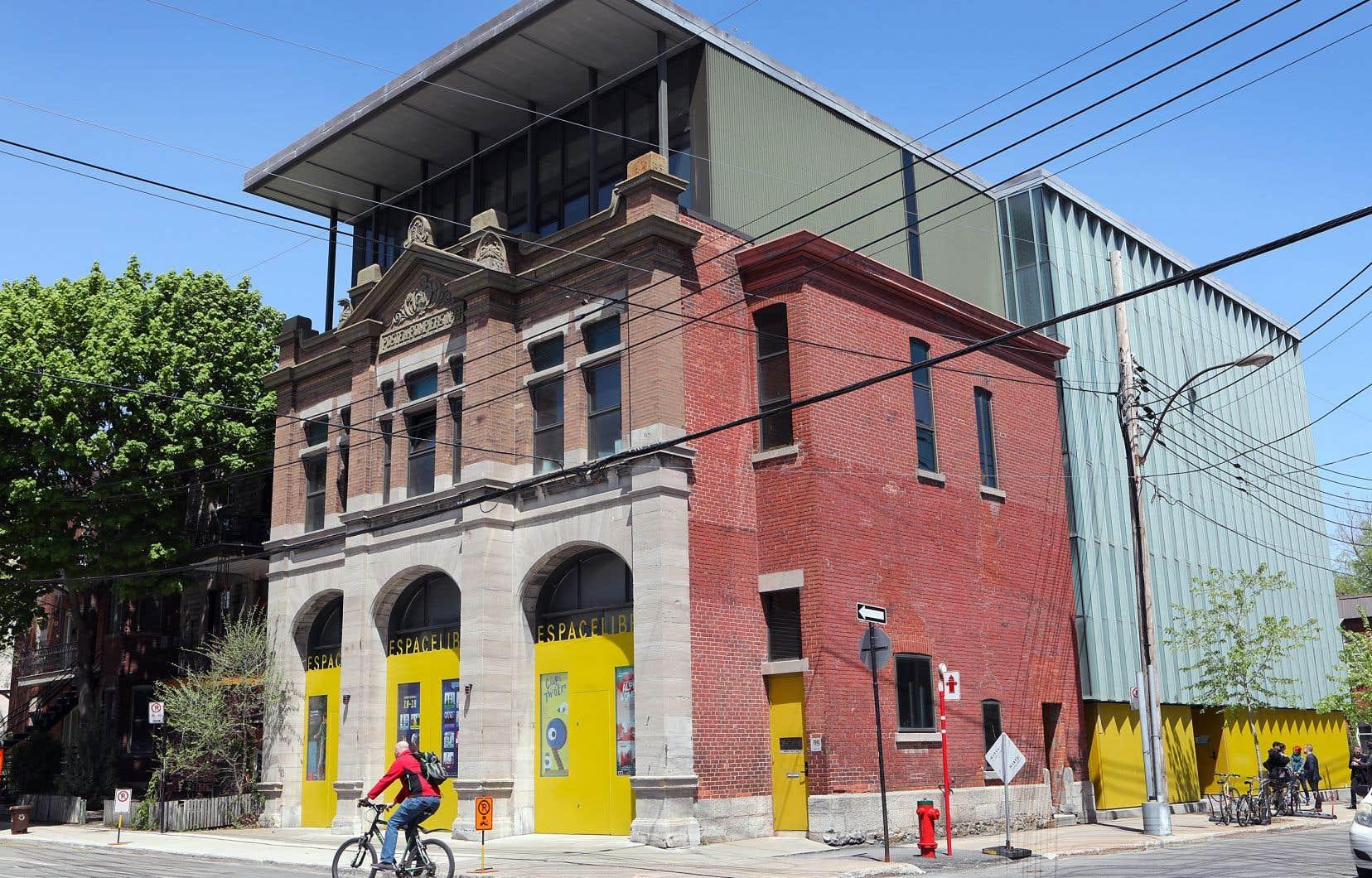 L'institution est située dans une ancienne caserne de pompiers.