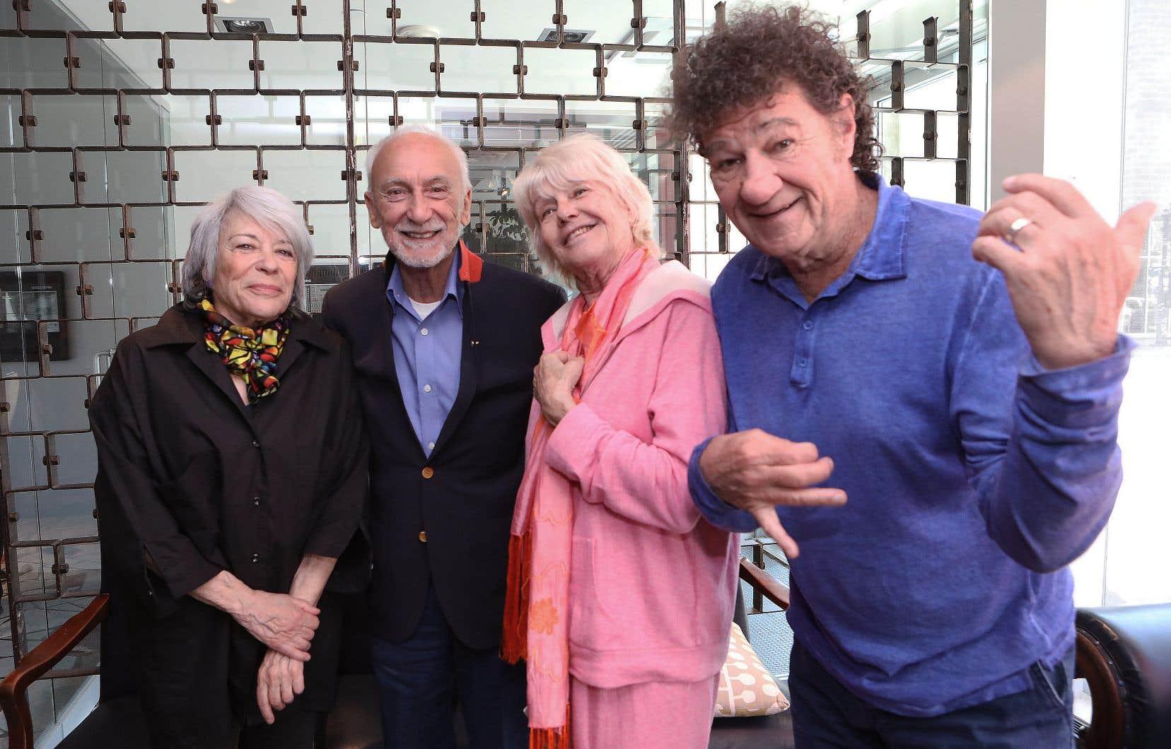 Louise Forestier, Yvon Deschamps, Mouffe et Robert Charlebois était réunis au Quat'Sous pour l'occasion.