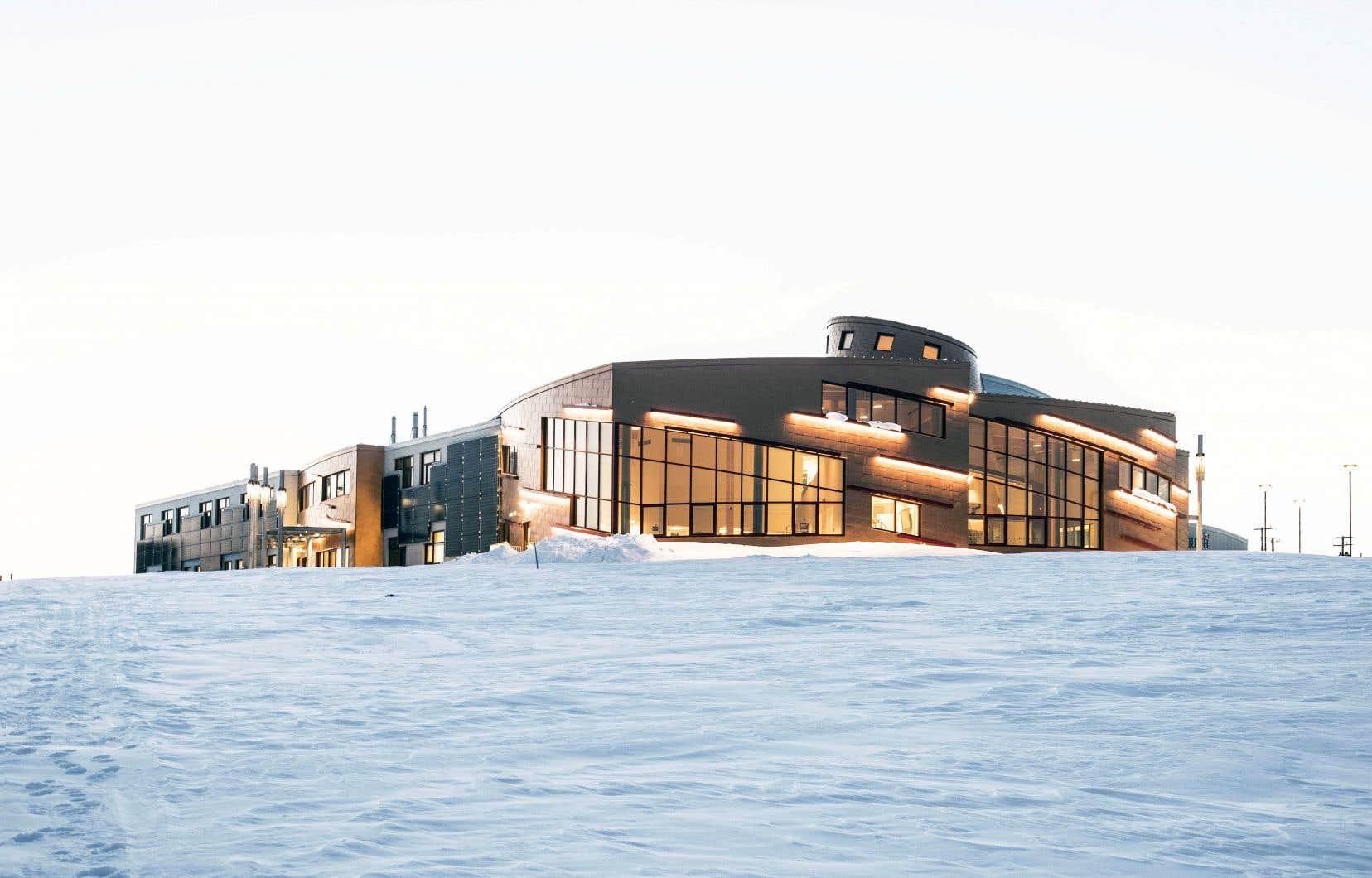 À Ikaluktutiak, au Nunavut, la firme d'architecture EVOQ s'est inspirée de l'igloo communautaire et de la façon inuite de penser l'espace pour la construction de la Station de recherche du Canada dans l'Extrême-Arctique.