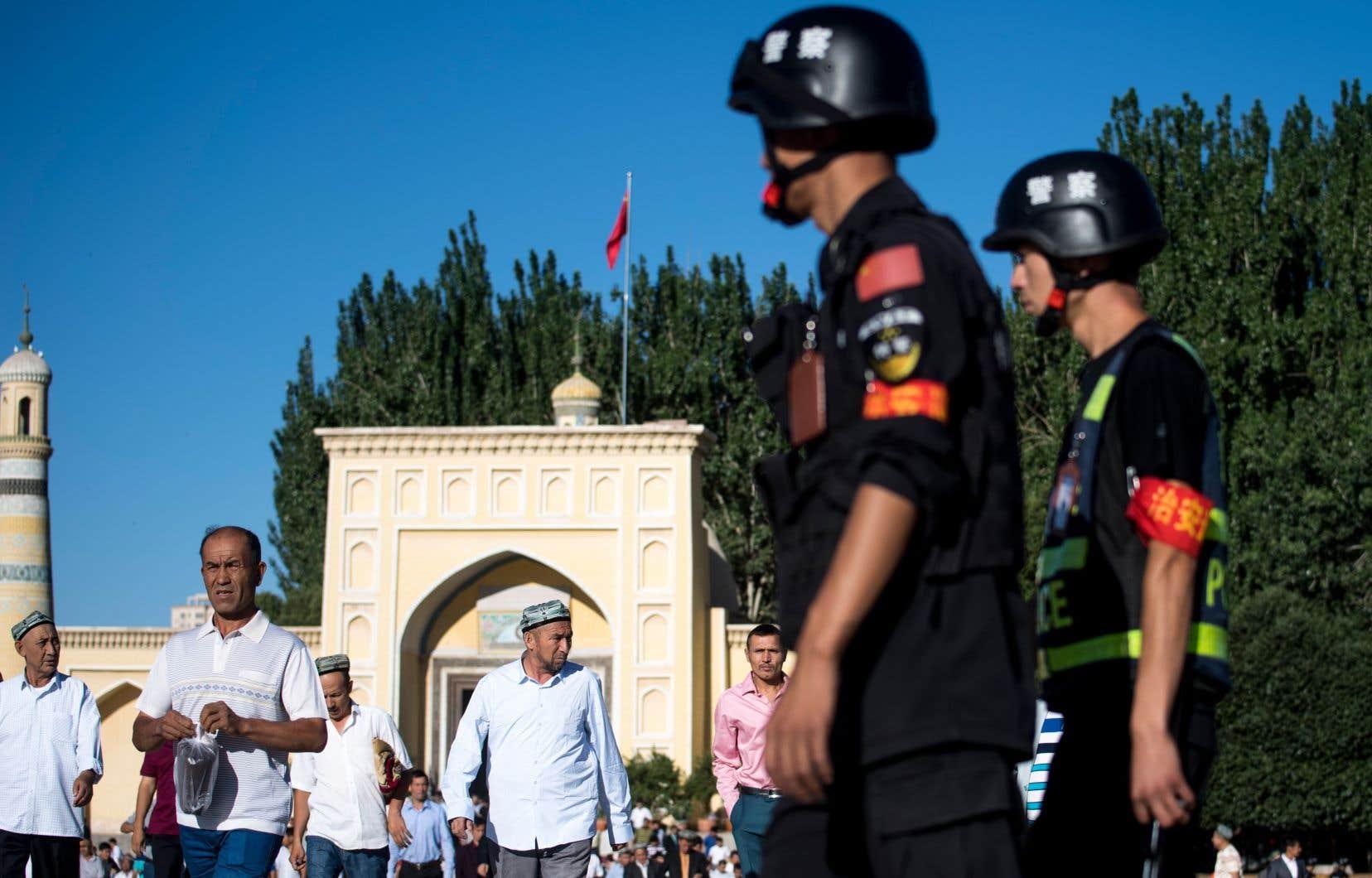 Le Parti communiste chinois s'oppose à toute structure qui pourrait constituer un contre-pouvoir. Les organisations religieuses sont étroitement surveillées.