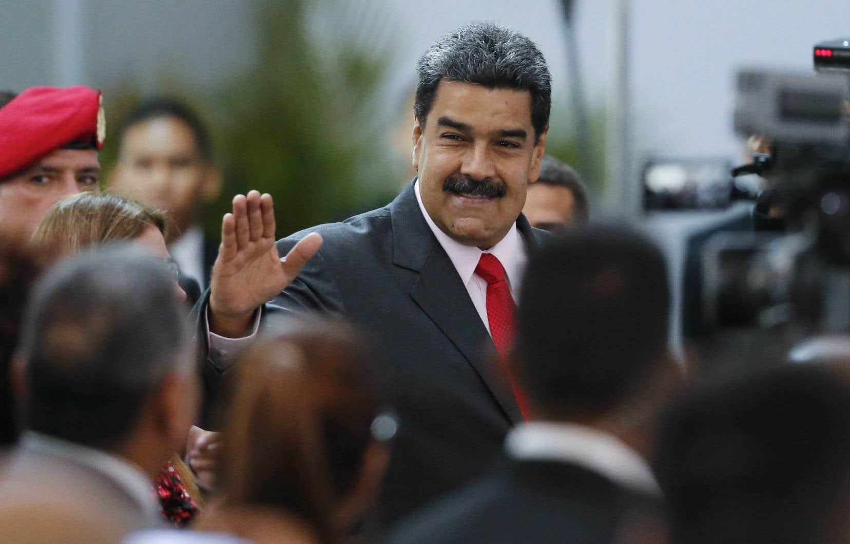 Lors d'un scrutin critiqué par la communauté internationale, le président vénézuélien, Nicolás Maduro, a obtenu dimanche 68% des voix.