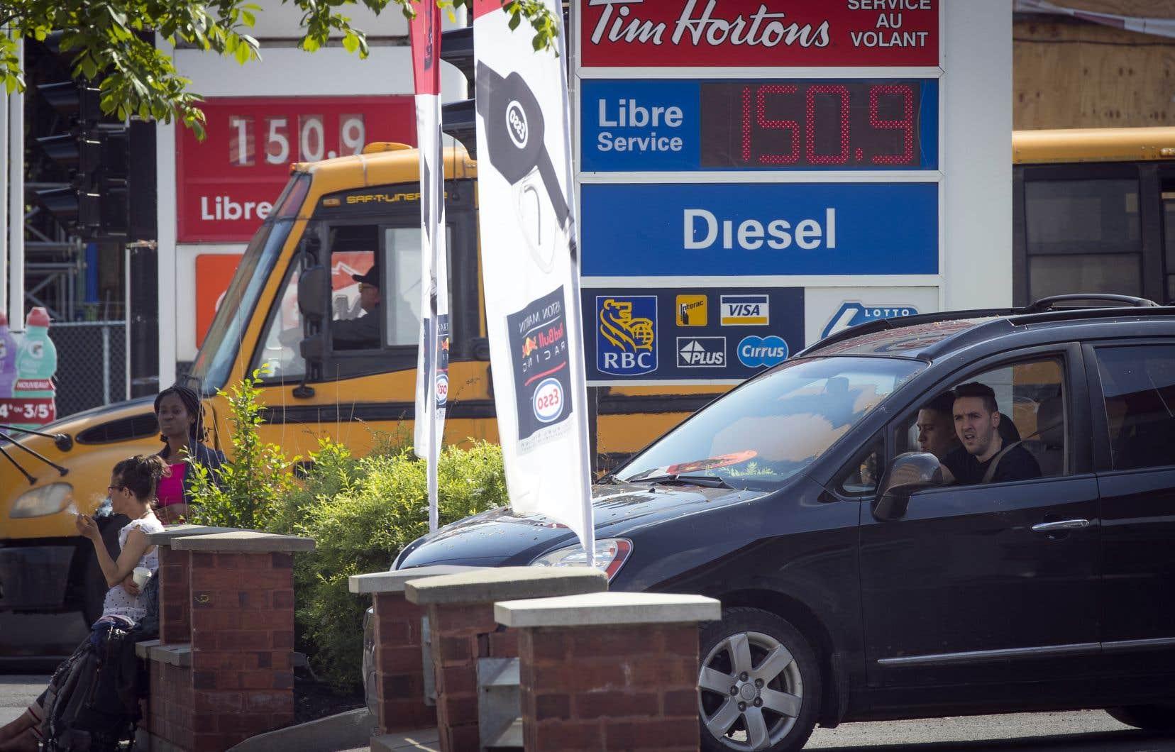 Le prix de l'essence a dépassé le seuil de 1,50$ le litre d'ordinaire, à Montréal, mercredi.